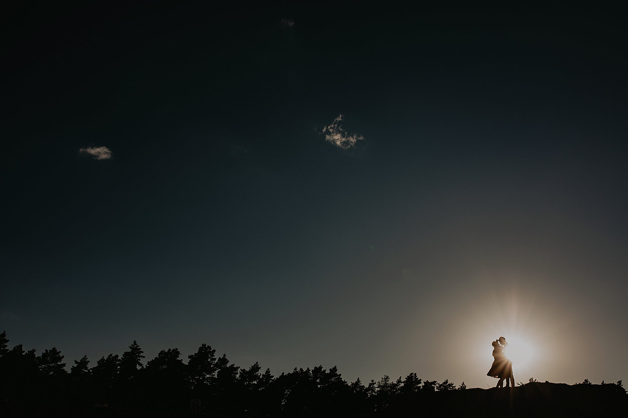 piekna sesja narzeczenska rustykalna romantyczna sesja na pustyni sesja zdjeciowa poznan krugphotography fotograf slubny z poznania fotografia slubna poznan 2000