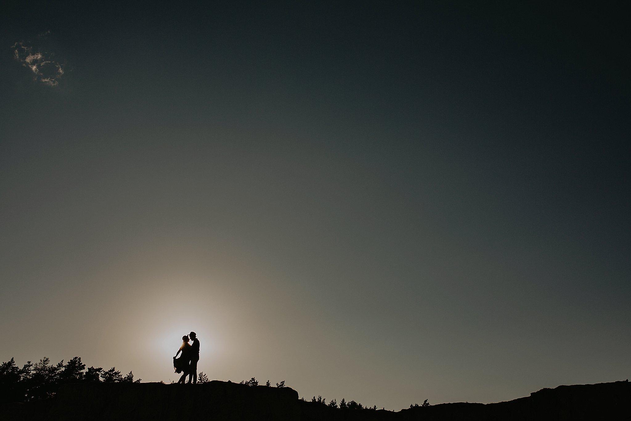 piekna sesja narzeczenska rustykalna romantyczna sesja na pustyni sesja zdjeciowa poznan krugphotography fotograf slubny z poznania fotografia slubna poznan 2100