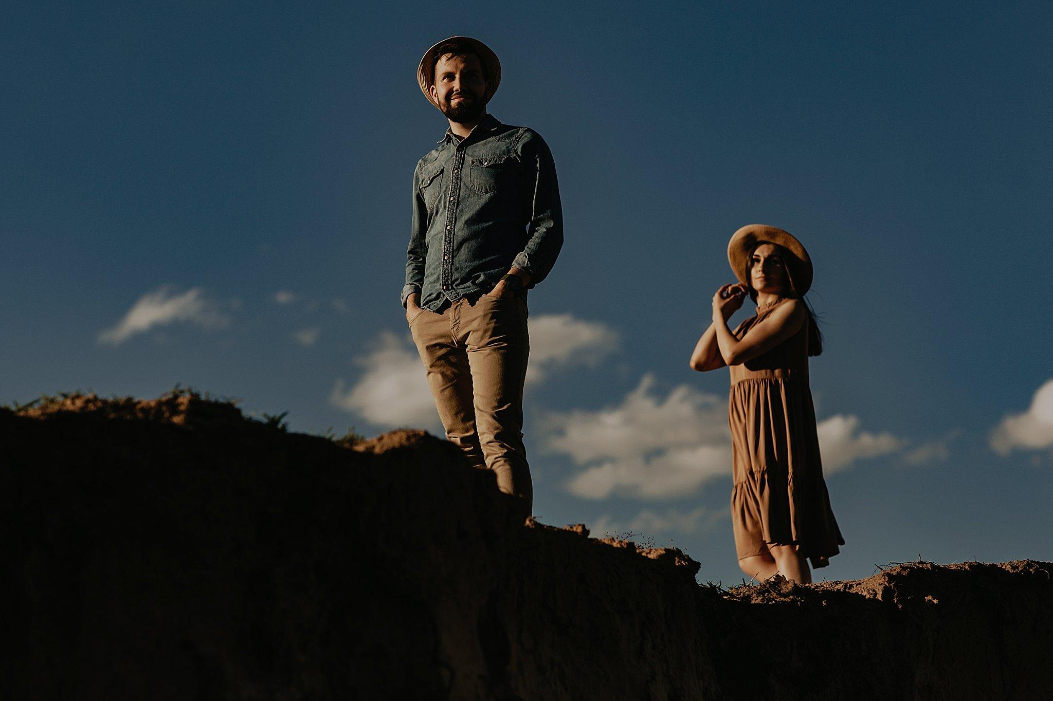 piekna sesja narzeczenska rustykalna romantyczna sesja na pustyni sesja zdjeciowa poznan krugphotography fotograf slubny z poznania fotografia slubna poznan 2600