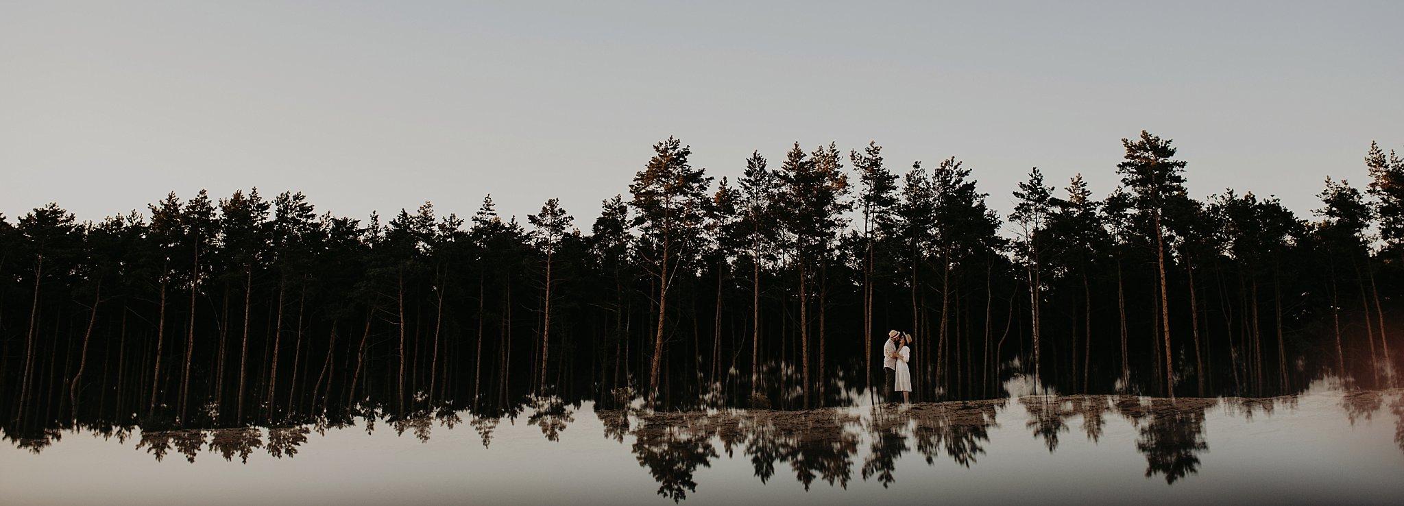 piekna sesja narzeczenska rustykalna romantyczna sesja na pustyni sesja zdjeciowa poznan krugphotography fotograf slubny z poznania fotografia slubna poznan 6600