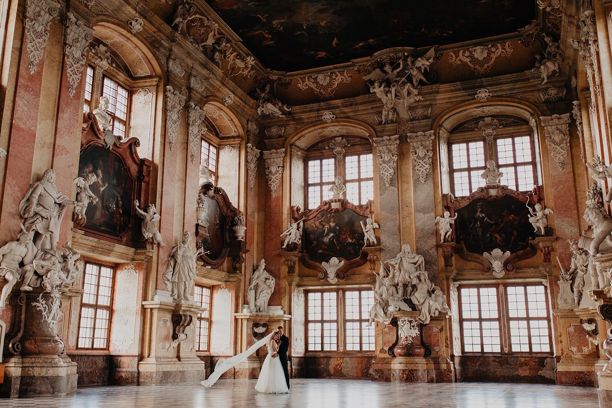 lubiaz opactwo cystersow sesja na zamku sesja zdjeciowa sesja slubna w palacu sesja palac fotograf z poznania fotografia slubna poznan 068
