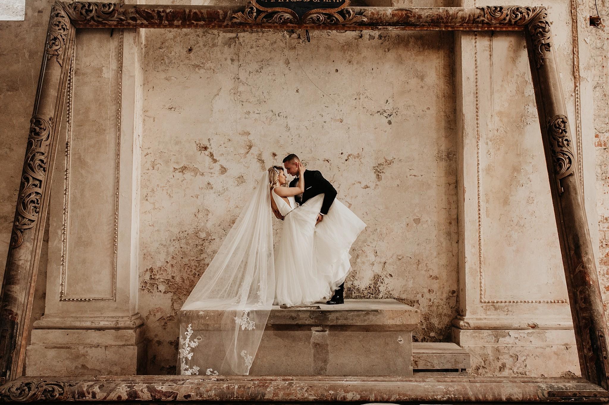 lubiaz opactwo cystersow sesja na zamku sesja zdjeciowa sesja slubna w palacu sesja palac fotograf z poznania fotografia slubna poznan 077