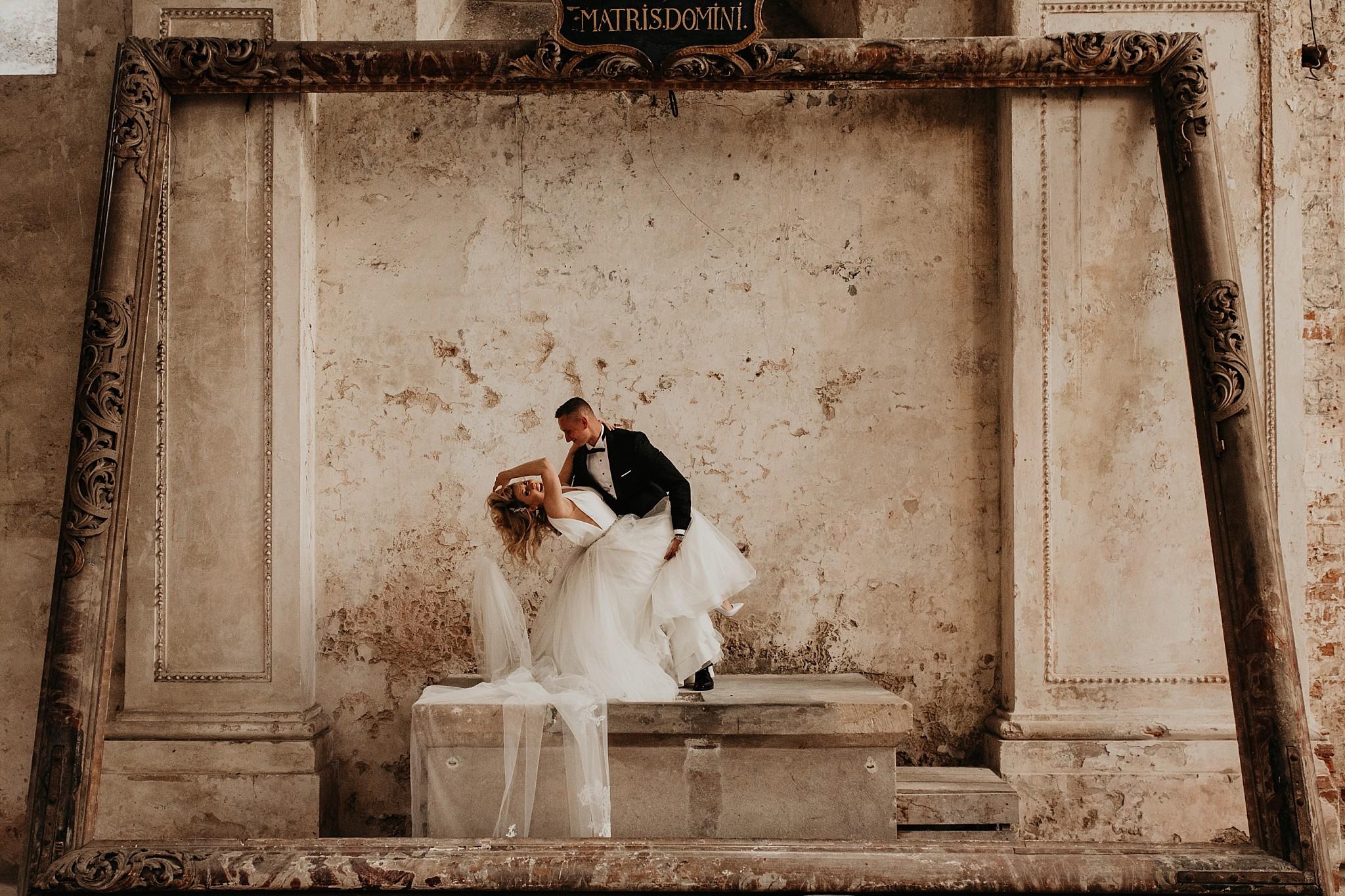 lubiaz opactwo cystersow sesja na zamku sesja zdjeciowa sesja slubna w palacu sesja palac fotograf z poznania fotografia slubna poznan 078