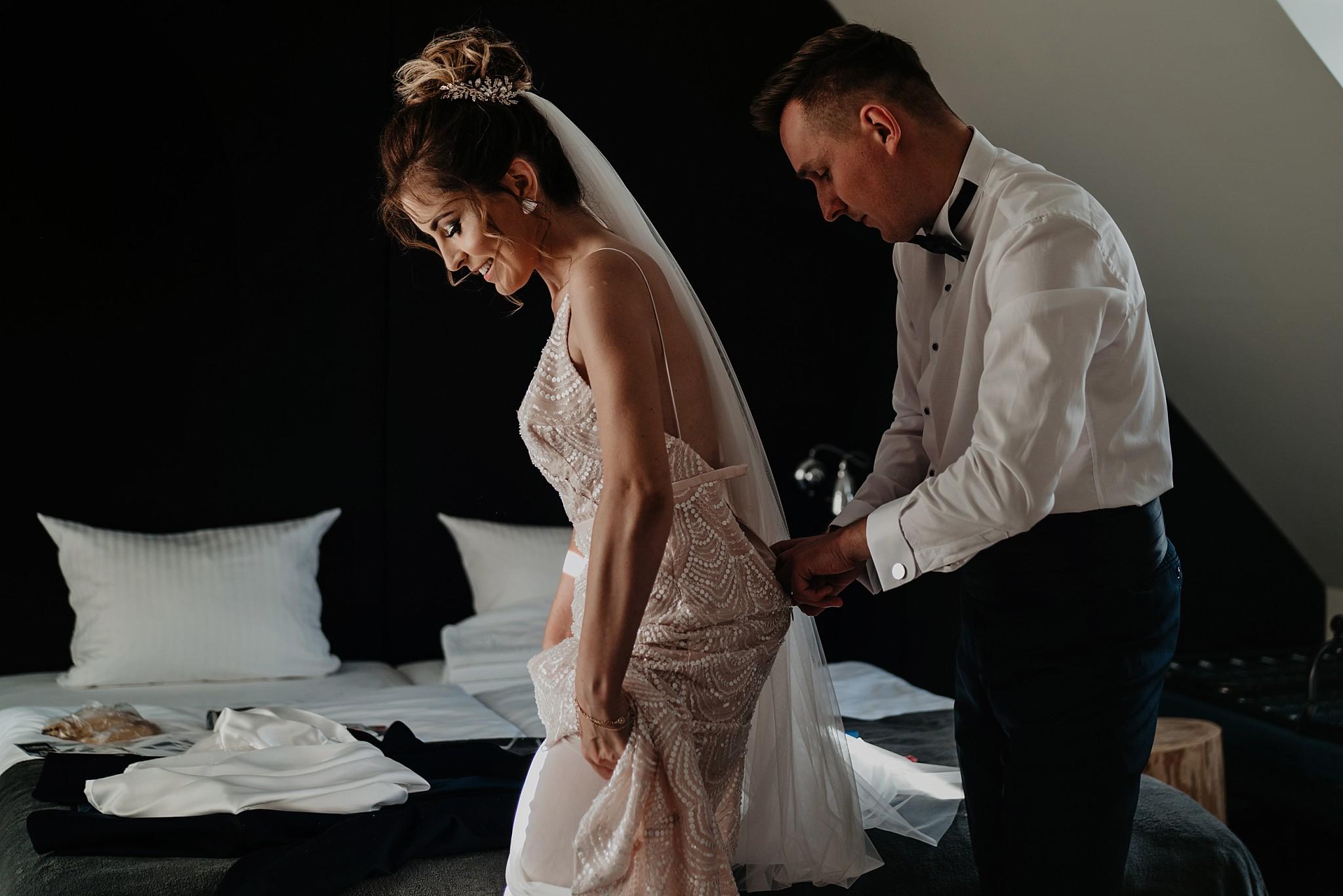 fotograf poznan wesele dobra truskawka piekne wesele pod poznaniem wesele w dobrej truskawce piekna para mloda slub marzen slub koronawirus slub listopad wesele koronawirus 071
