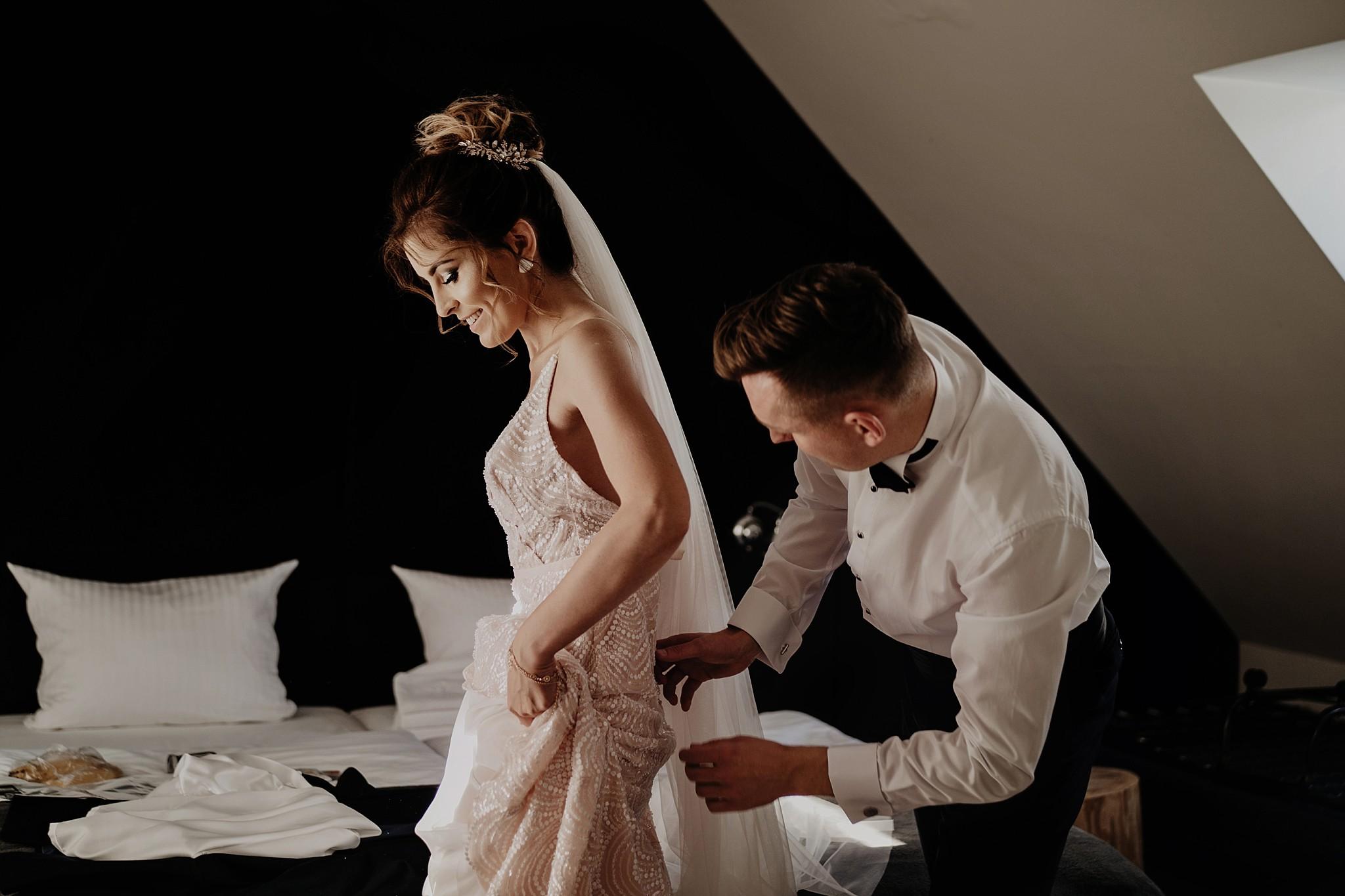 fotograf poznan wesele dobra truskawka piekne wesele pod poznaniem wesele w dobrej truskawce piekna para mloda slub marzen slub koronawirus slub listopad wesele koronawirus 072
