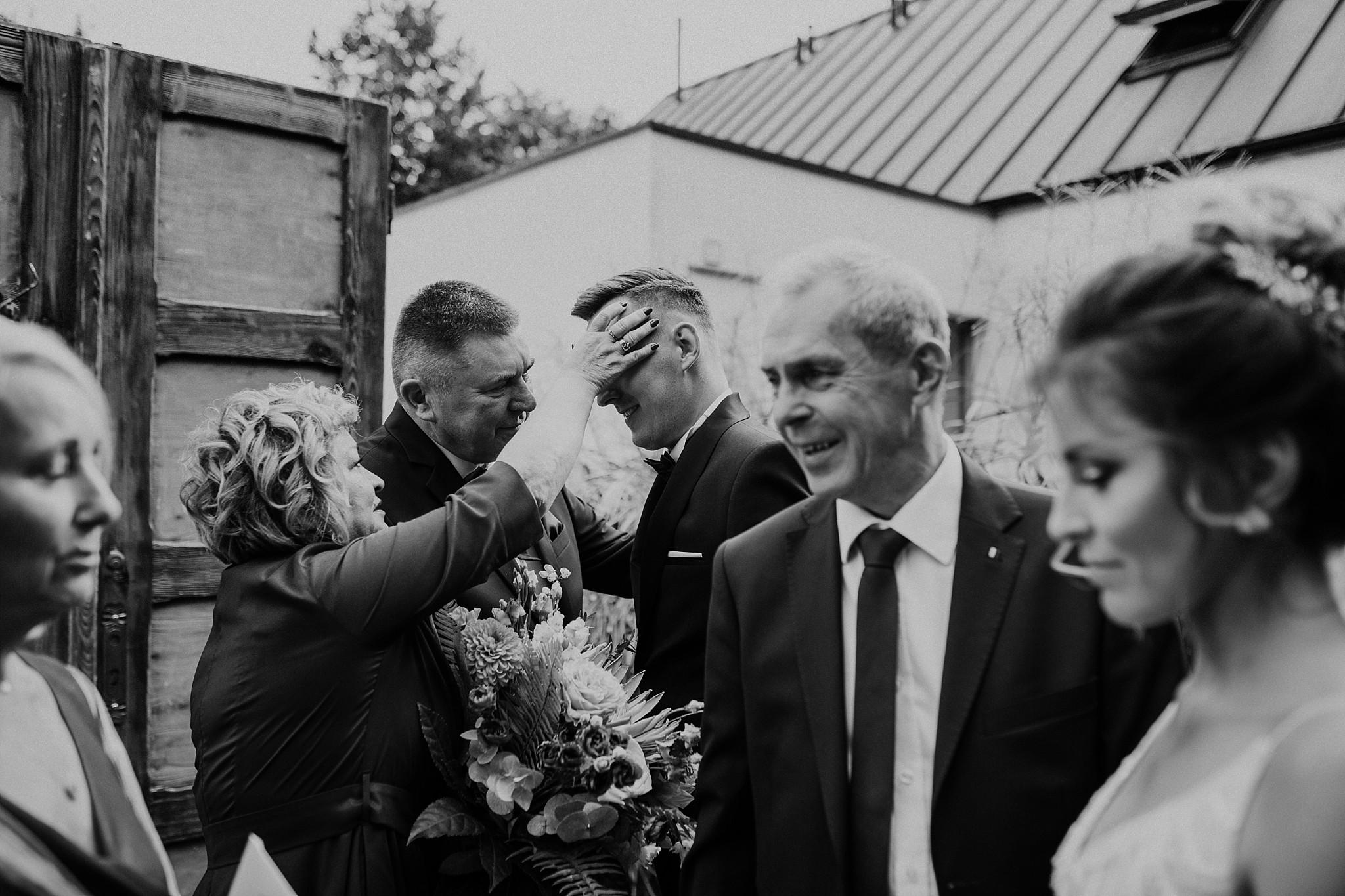 fotograf poznan wesele dobra truskawka piekne wesele pod poznaniem wesele w dobrej truskawce piekna para mloda slub marzen slub koronawirus slub listopad wesele koronawirus 103