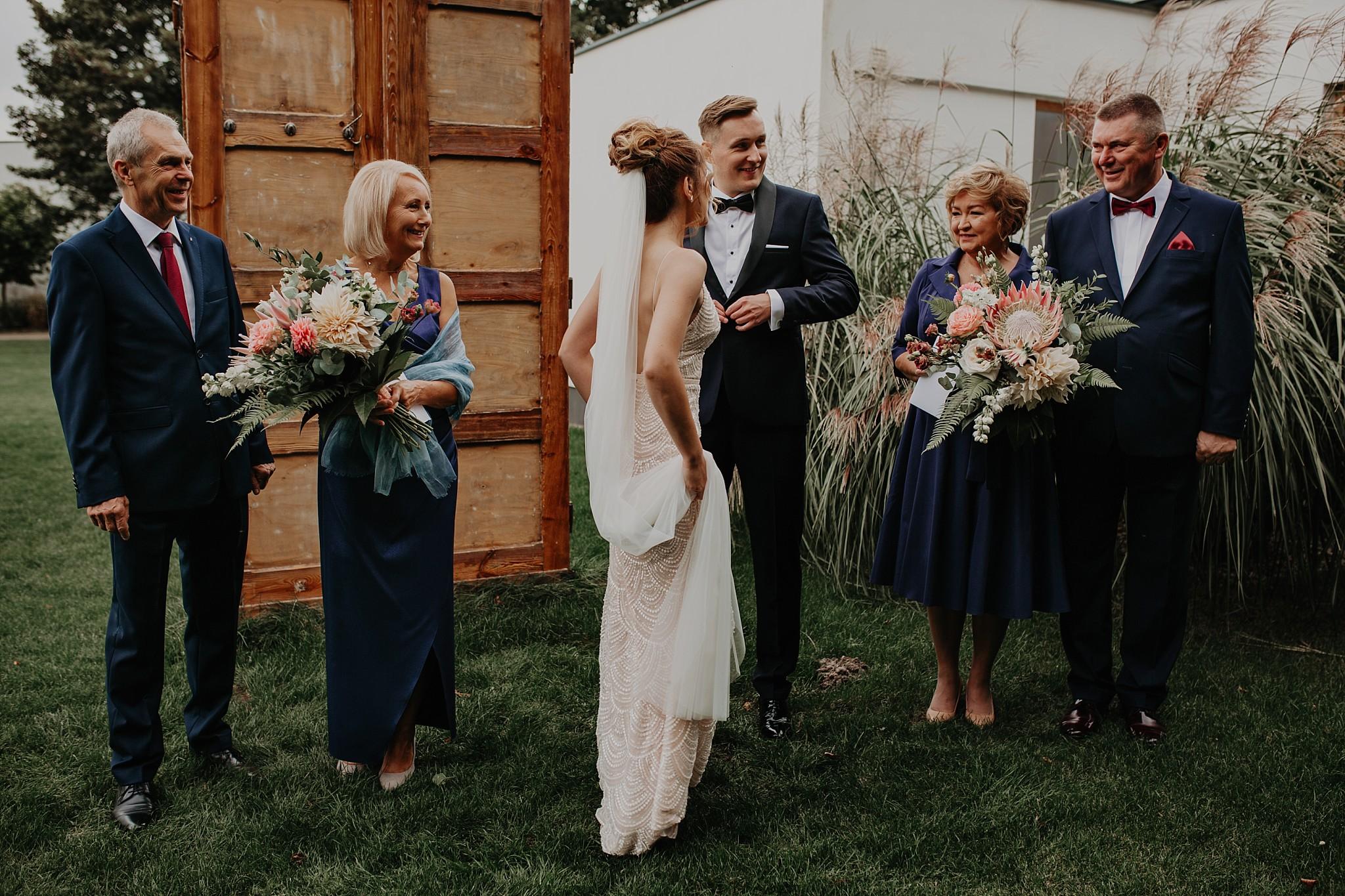 fotograf poznan wesele dobra truskawka piekne wesele pod poznaniem wesele w dobrej truskawce piekna para mloda slub marzen slub koronawirus slub listopad wesele koronawirus 107