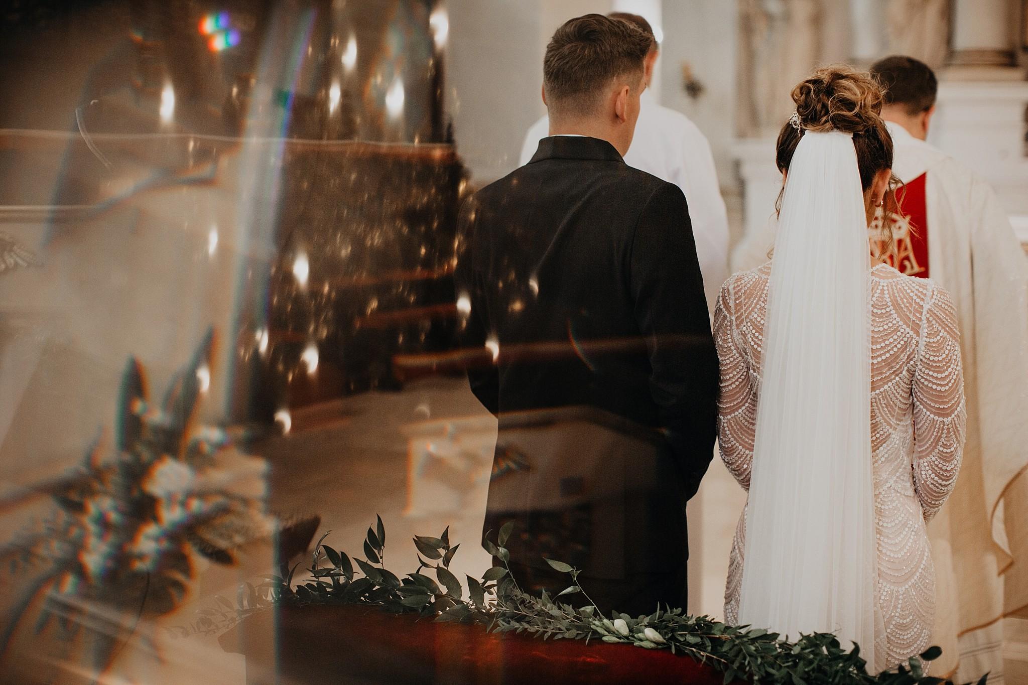 fotograf poznan wesele dobra truskawka piekne wesele pod poznaniem wesele w dobrej truskawce piekna para mloda slub marzen slub koronawirus slub listopad wesele koronawirus 166