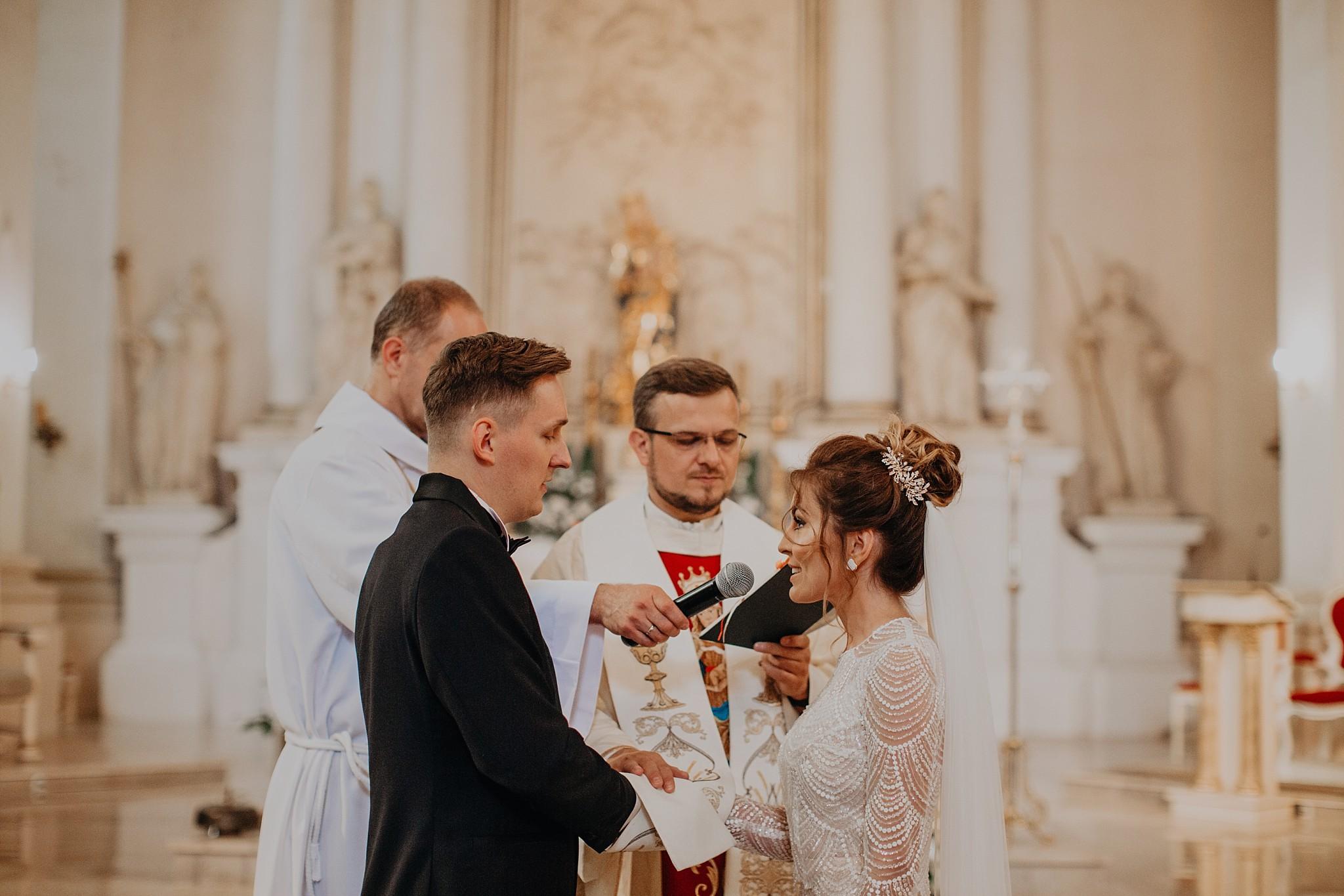 fotograf poznan wesele dobra truskawka piekne wesele pod poznaniem wesele w dobrej truskawce piekna para mloda slub marzen slub koronawirus slub listopad wesele koronawirus 173