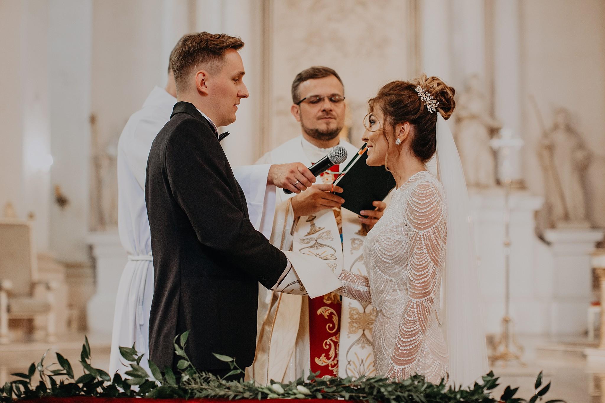 fotograf poznan wesele dobra truskawka piekne wesele pod poznaniem wesele w dobrej truskawce piekna para mloda slub marzen slub koronawirus slub listopad wesele koronawirus 174