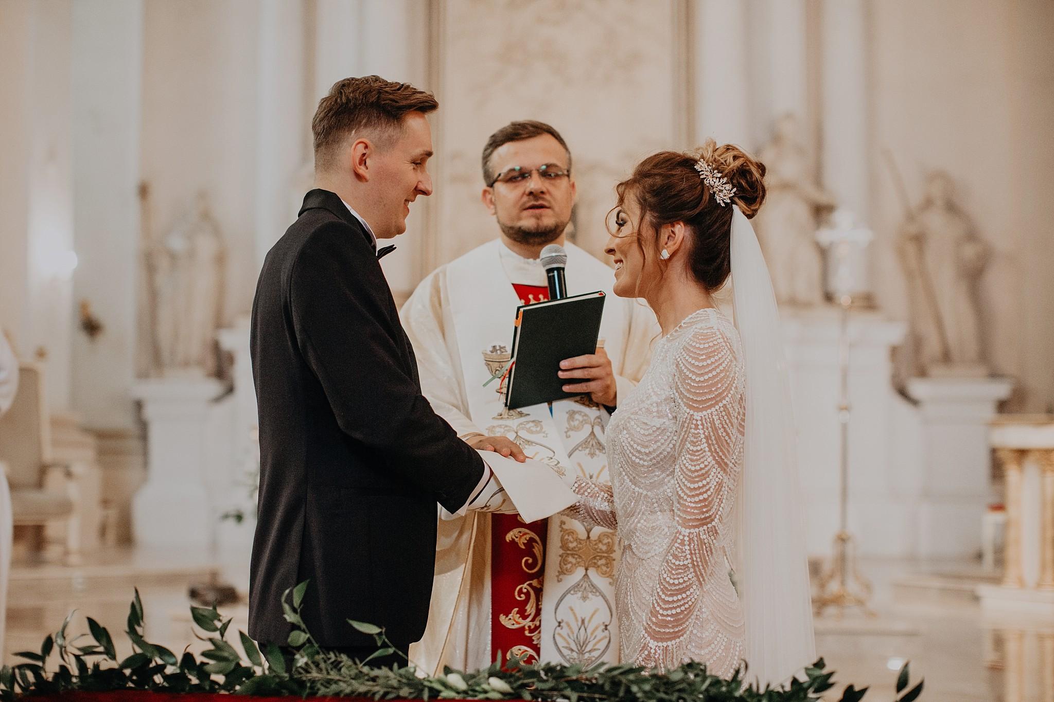 fotograf poznan wesele dobra truskawka piekne wesele pod poznaniem wesele w dobrej truskawce piekna para mloda slub marzen slub koronawirus slub listopad wesele koronawirus 175