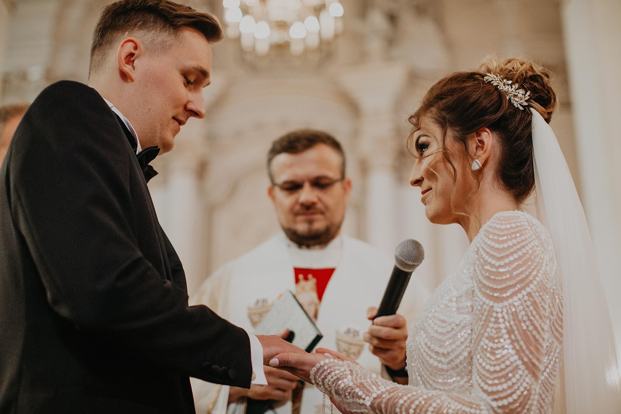 fotograf poznan wesele dobra truskawka piekne wesele pod poznaniem wesele w dobrej truskawce piekna para mloda slub marzen slub koronawirus slub listopad wesele koronawirus 178