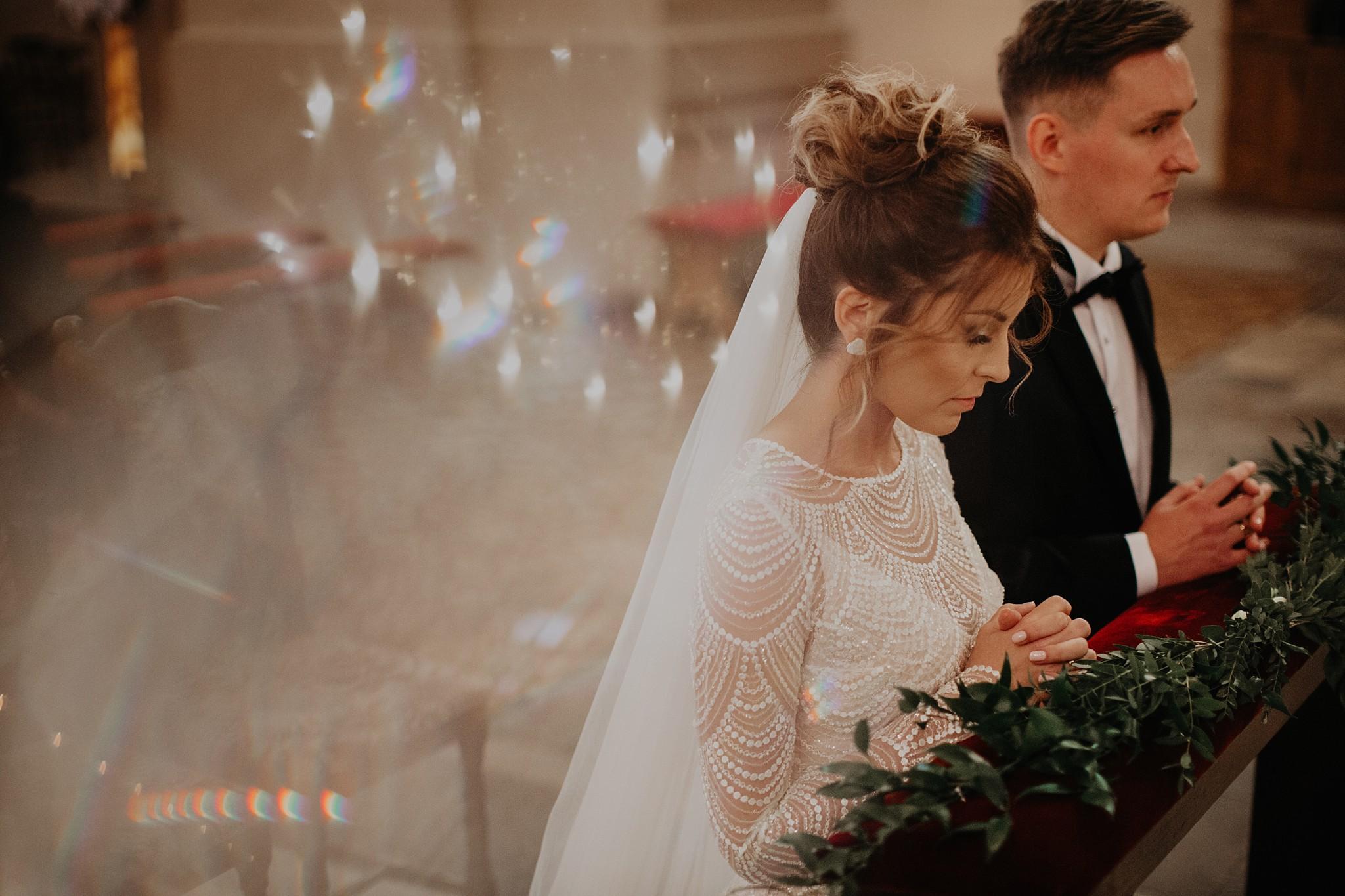 fotograf poznan wesele dobra truskawka piekne wesele pod poznaniem wesele w dobrej truskawce piekna para mloda slub marzen slub koronawirus slub listopad wesele koronawirus 196