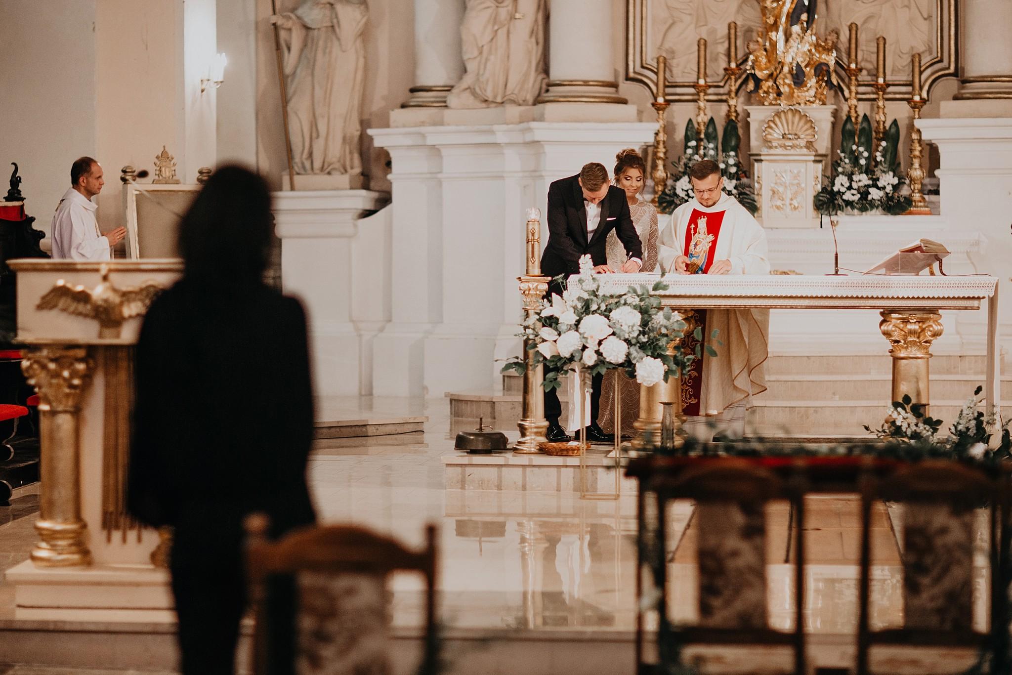 fotograf poznan wesele dobra truskawka piekne wesele pod poznaniem wesele w dobrej truskawce piekna para mloda slub marzen slub koronawirus slub listopad wesele koronawirus 199