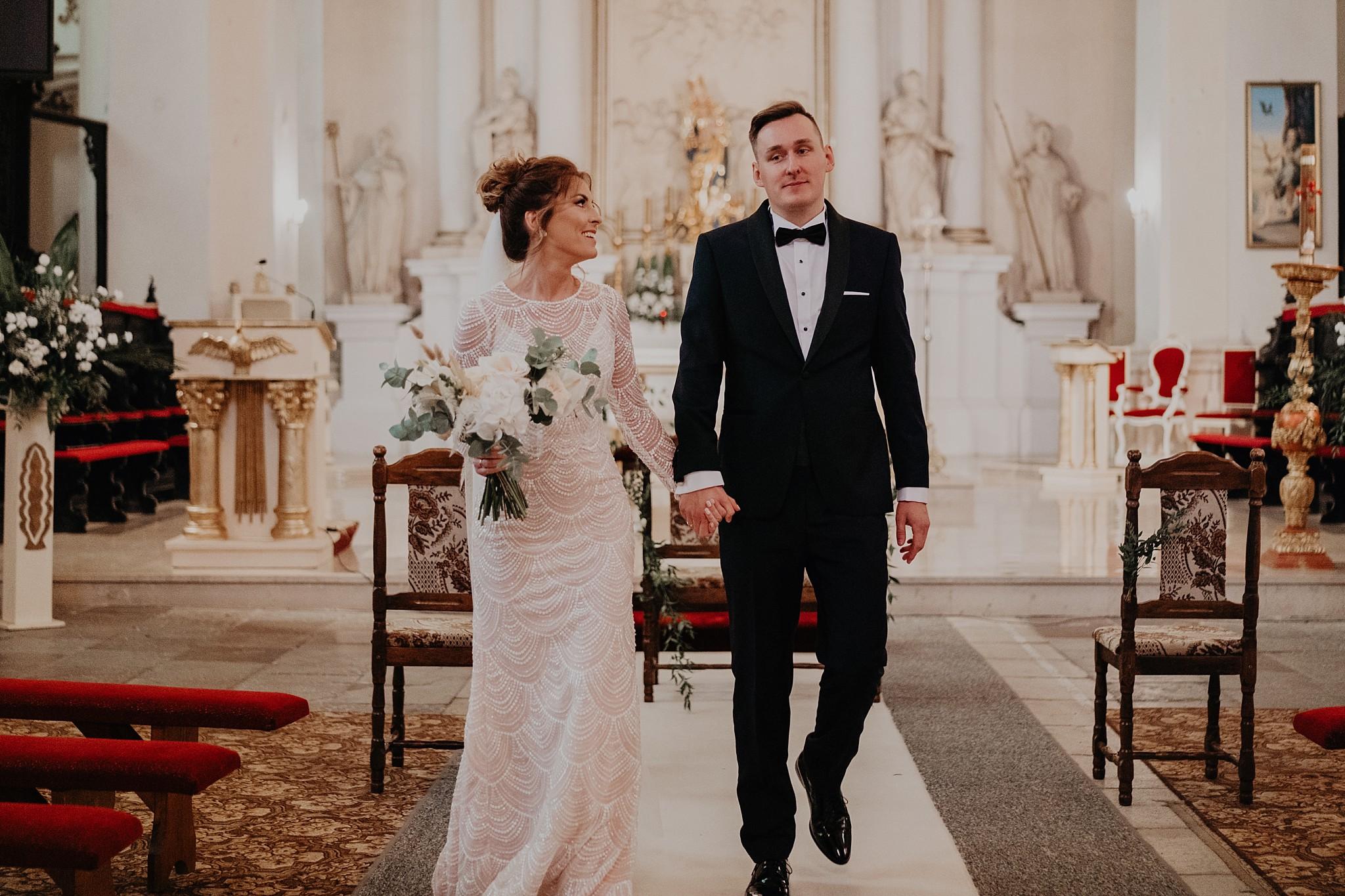 fotograf poznan wesele dobra truskawka piekne wesele pod poznaniem wesele w dobrej truskawce piekna para mloda slub marzen slub koronawirus slub listopad wesele koronawirus 209