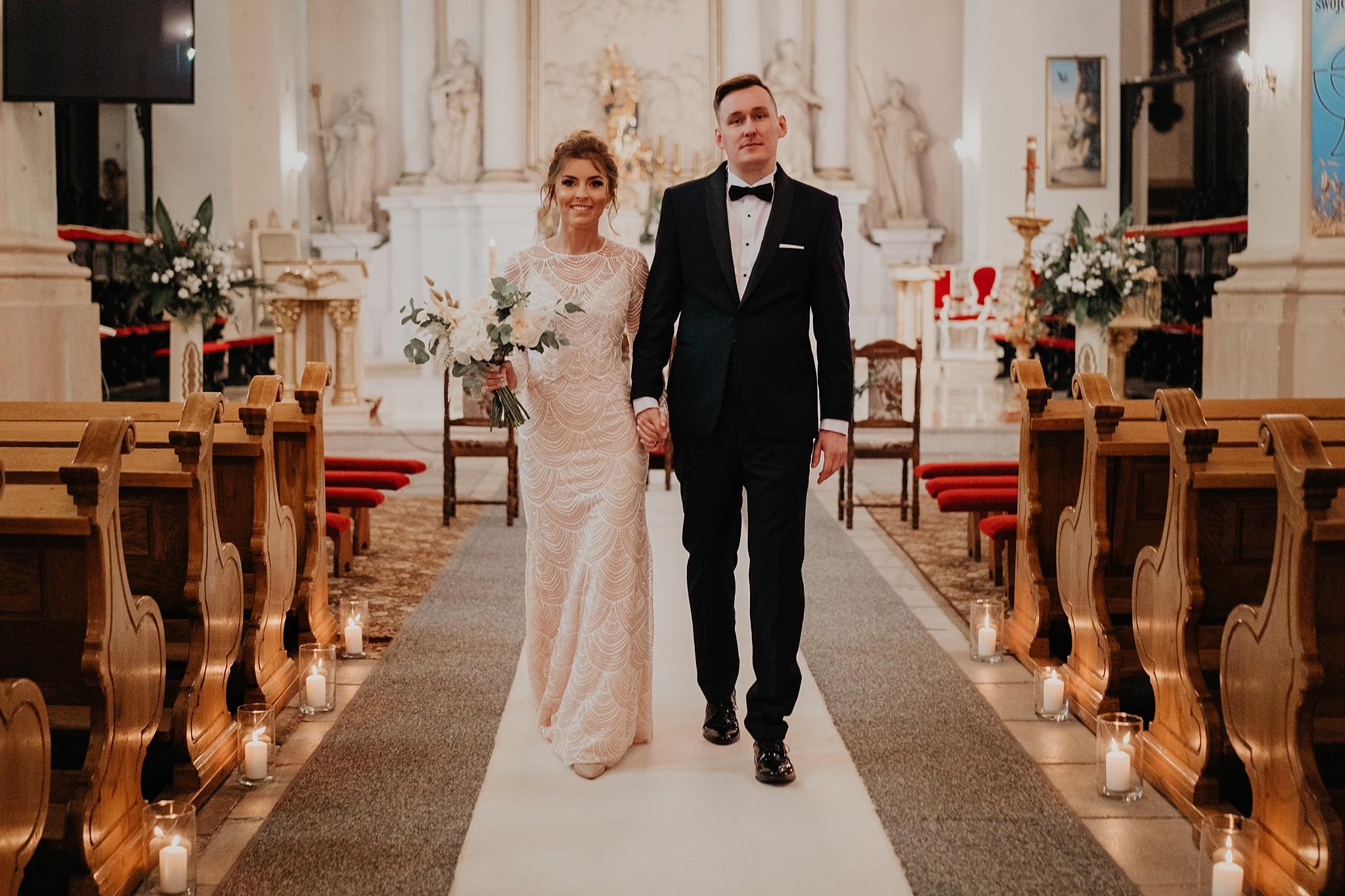 fotograf poznan wesele dobra truskawka piekne wesele pod poznaniem wesele w dobrej truskawce piekna para mloda slub marzen slub koronawirus slub listopad wesele koronawirus 212