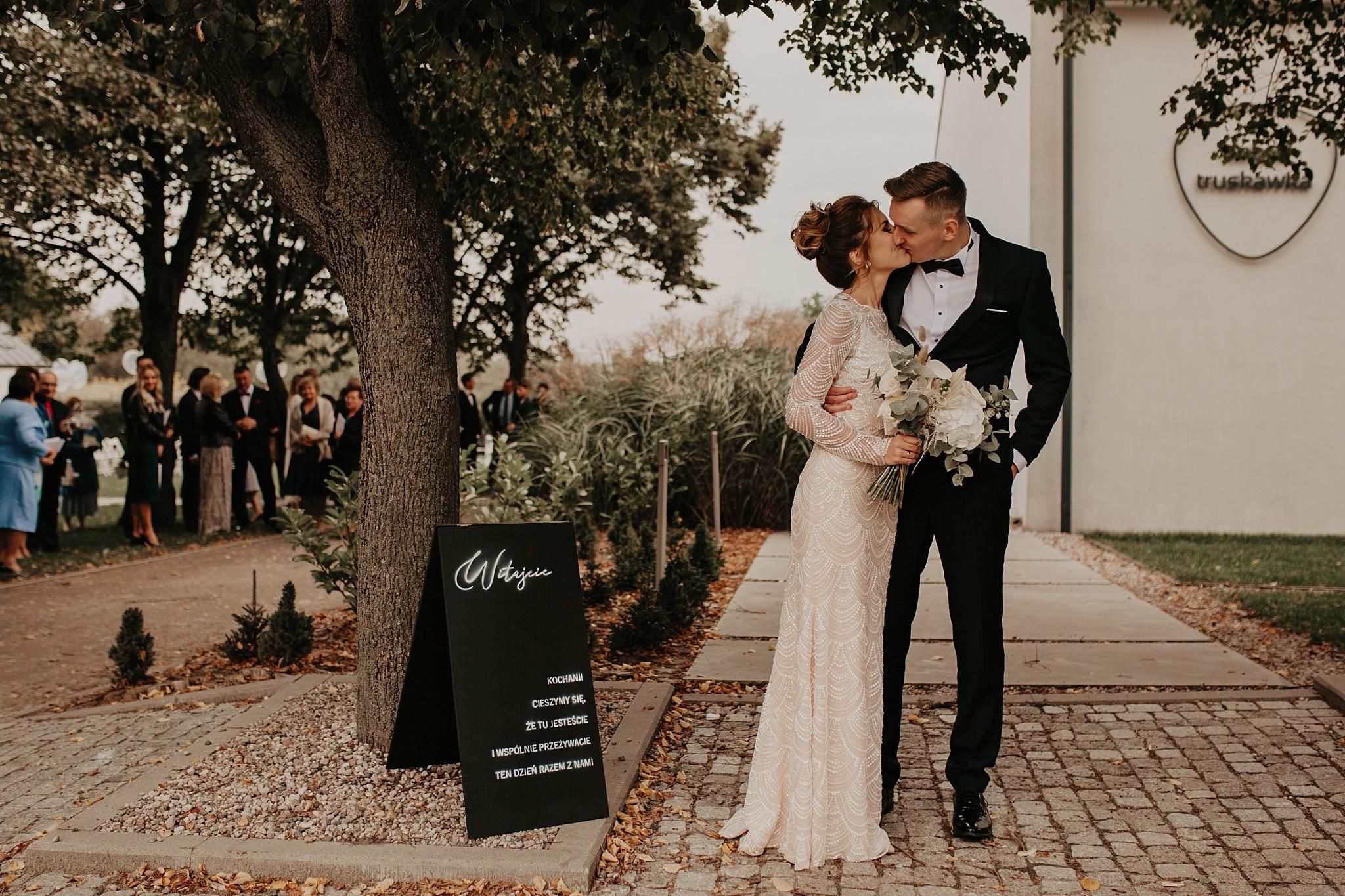 fotograf poznan wesele dobra truskawka piekne wesele pod poznaniem wesele w dobrej truskawce piekna para mloda slub marzen slub koronawirus slub listopad wesele koronawirus 255