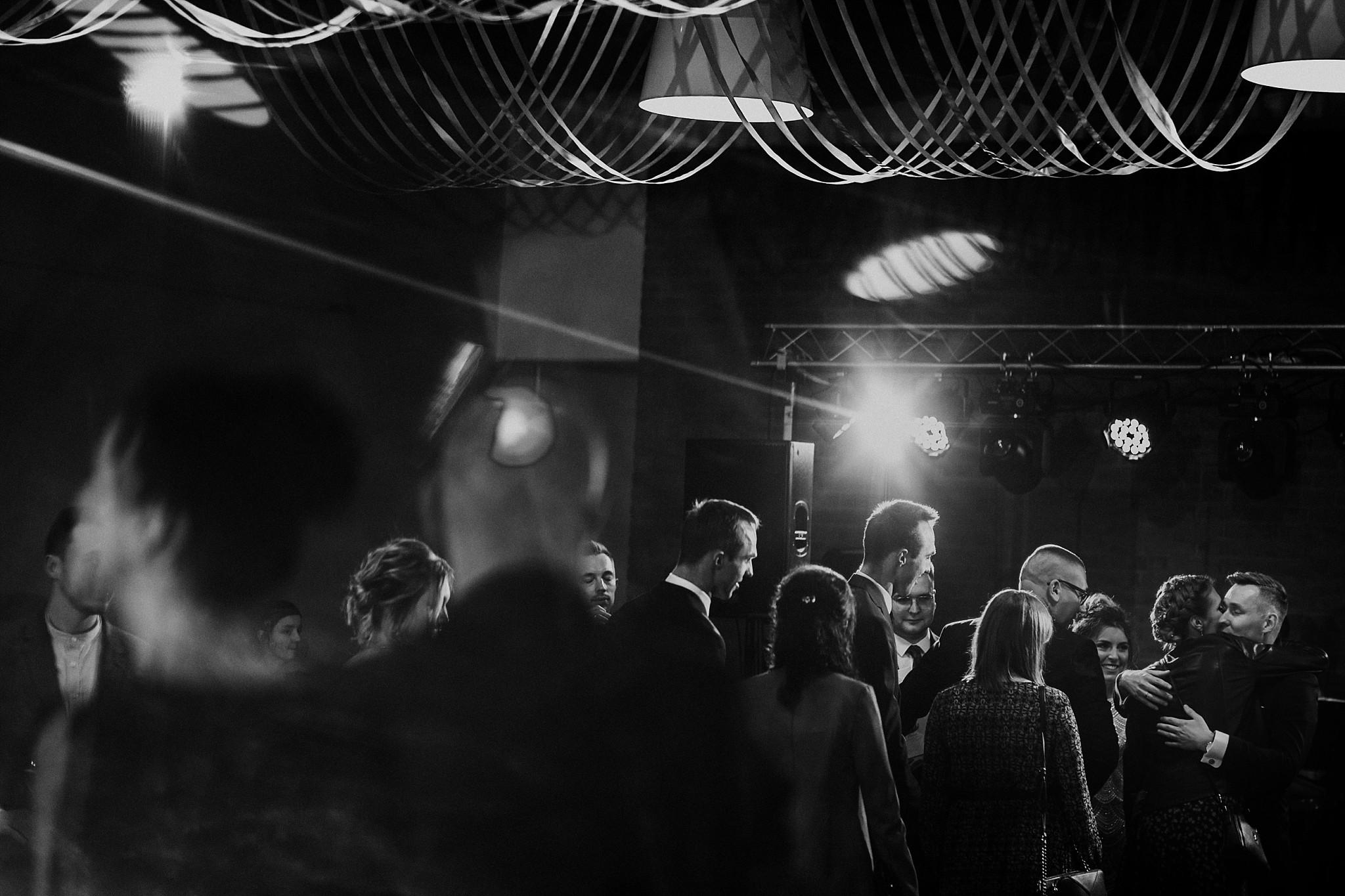 fotograf poznan wesele dobra truskawka piekne wesele pod poznaniem wesele w dobrej truskawce piekna para mloda slub marzen slub koronawirus slub listopad wesele koronawirus 278