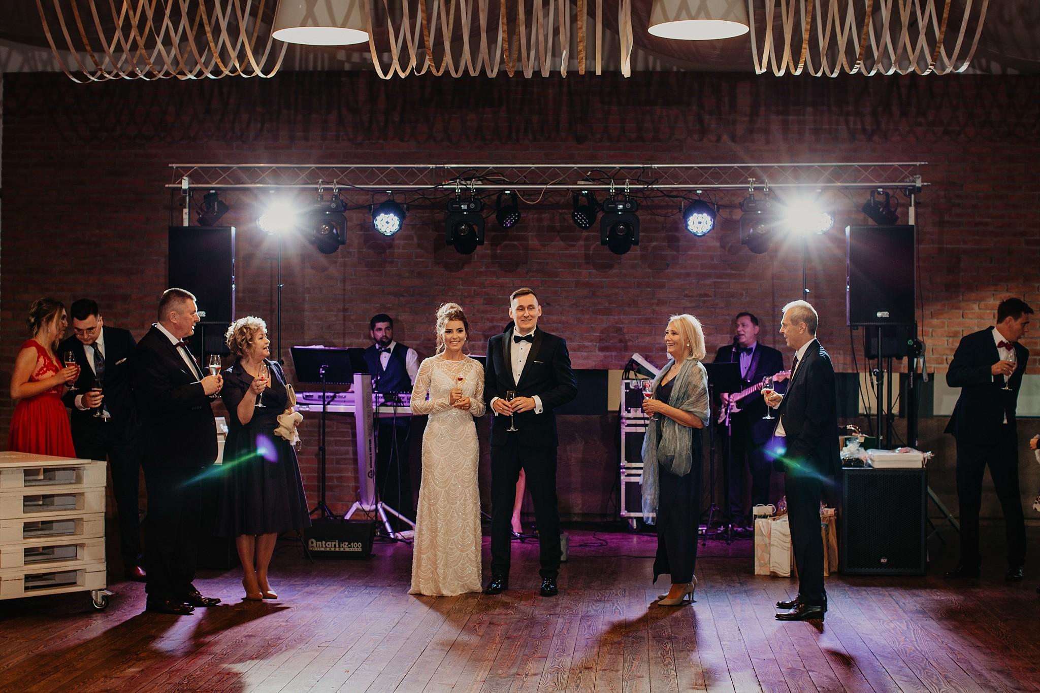 fotograf poznan wesele dobra truskawka piekne wesele pod poznaniem wesele w dobrej truskawce piekna para mloda slub marzen slub koronawirus slub listopad wesele koronawirus 293