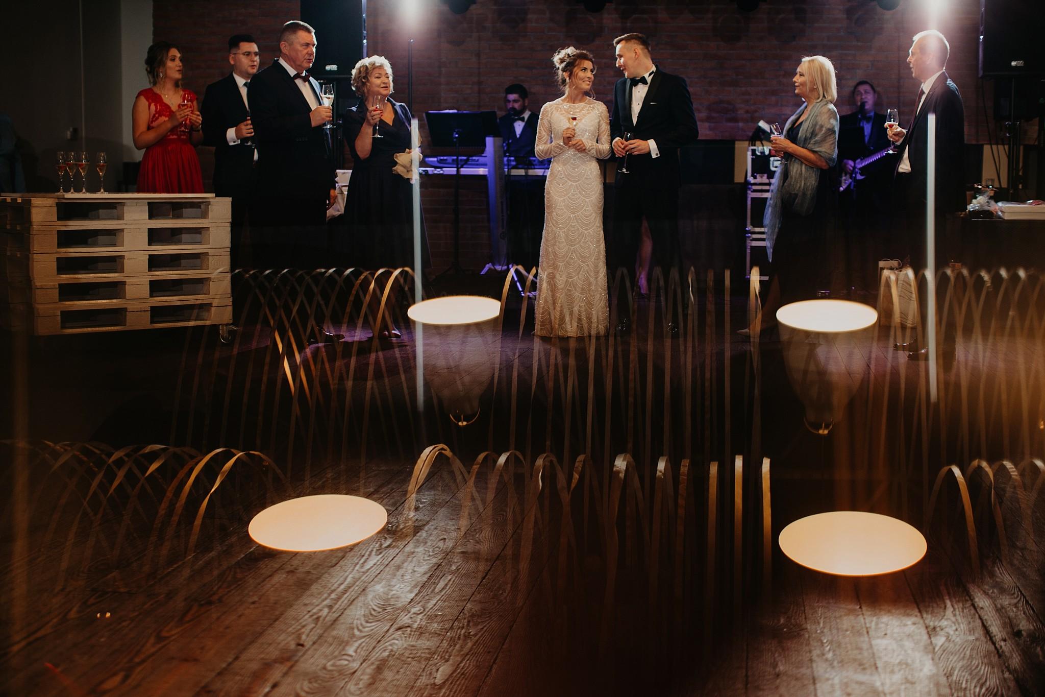 fotograf poznan wesele dobra truskawka piekne wesele pod poznaniem wesele w dobrej truskawce piekna para mloda slub marzen slub koronawirus slub listopad wesele koronawirus 294