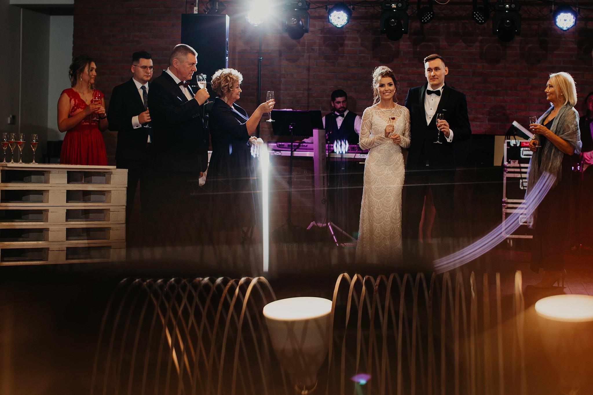 fotograf poznan wesele dobra truskawka piekne wesele pod poznaniem wesele w dobrej truskawce piekna para mloda slub marzen slub koronawirus slub listopad wesele koronawirus 295