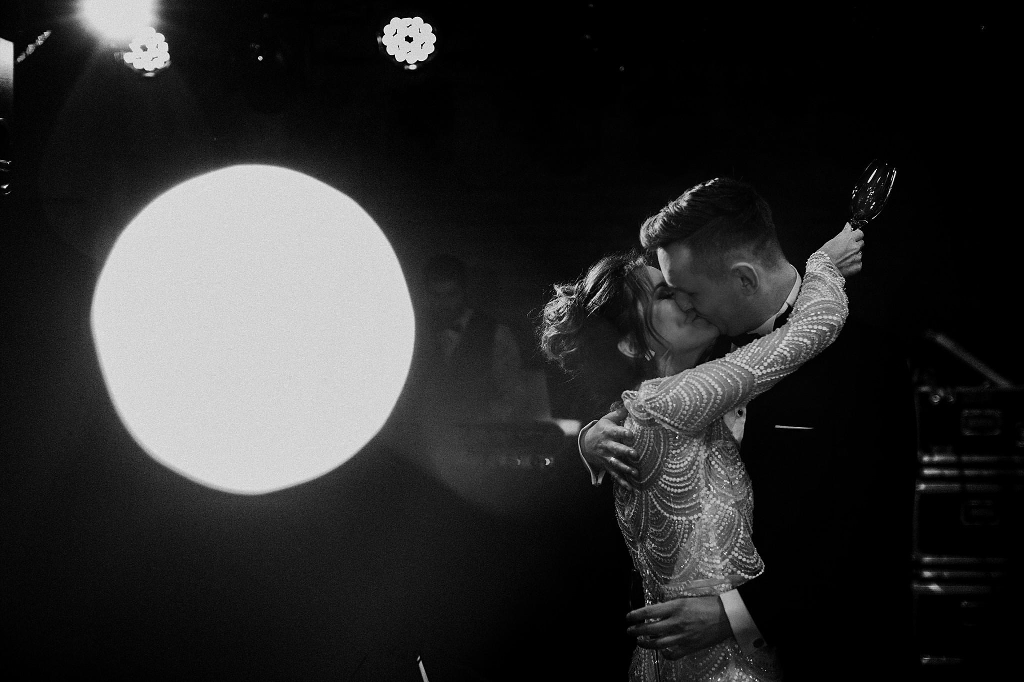 fotograf poznan wesele dobra truskawka piekne wesele pod poznaniem wesele w dobrej truskawce piekna para mloda slub marzen slub koronawirus slub listopad wesele koronawirus 296