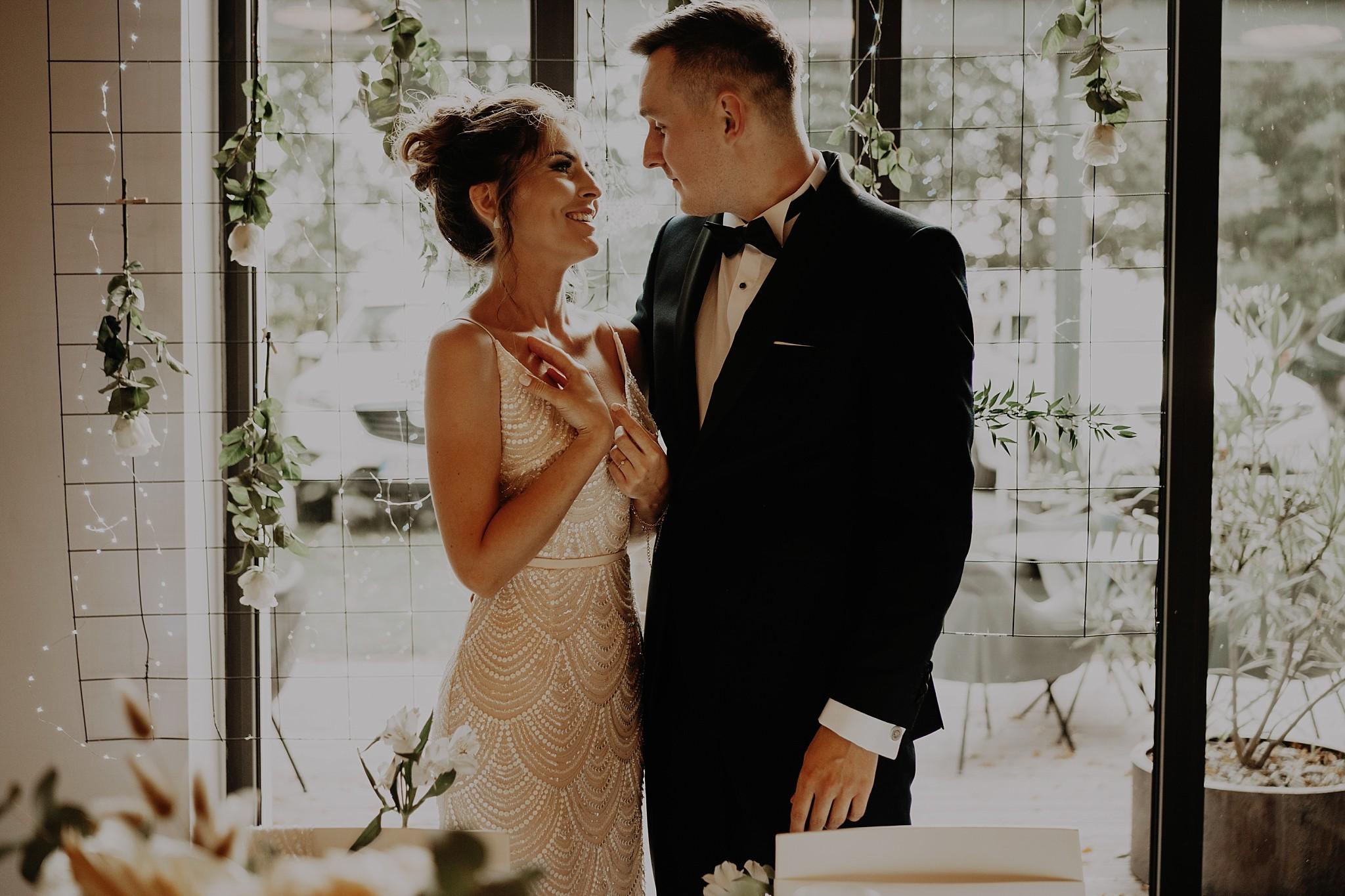 fotograf poznan wesele dobra truskawka piekne wesele pod poznaniem wesele w dobrej truskawce piekna para mloda slub marzen slub koronawirus slub listopad wesele koronawirus 300