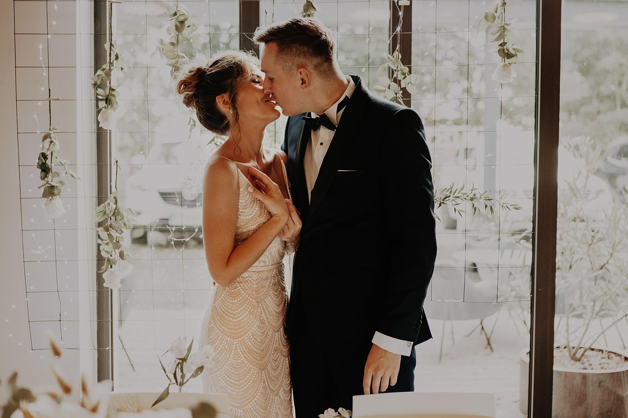 fotograf poznan wesele dobra truskawka piekne wesele pod poznaniem wesele w dobrej truskawce piekna para mloda slub marzen slub koronawirus slub listopad wesele koronawirus 301