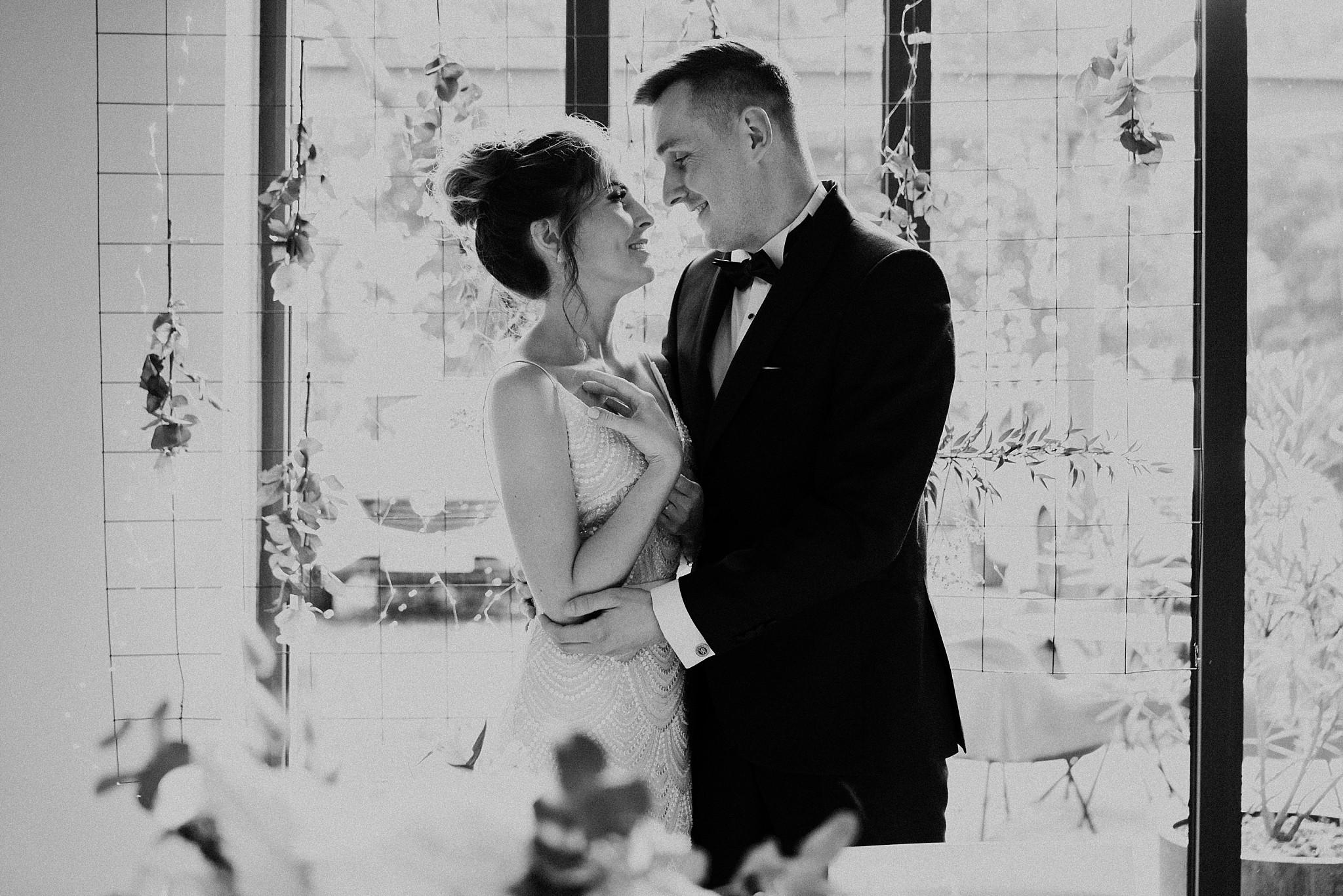 fotograf poznan wesele dobra truskawka piekne wesele pod poznaniem wesele w dobrej truskawce piekna para mloda slub marzen slub koronawirus slub listopad wesele koronawirus 302