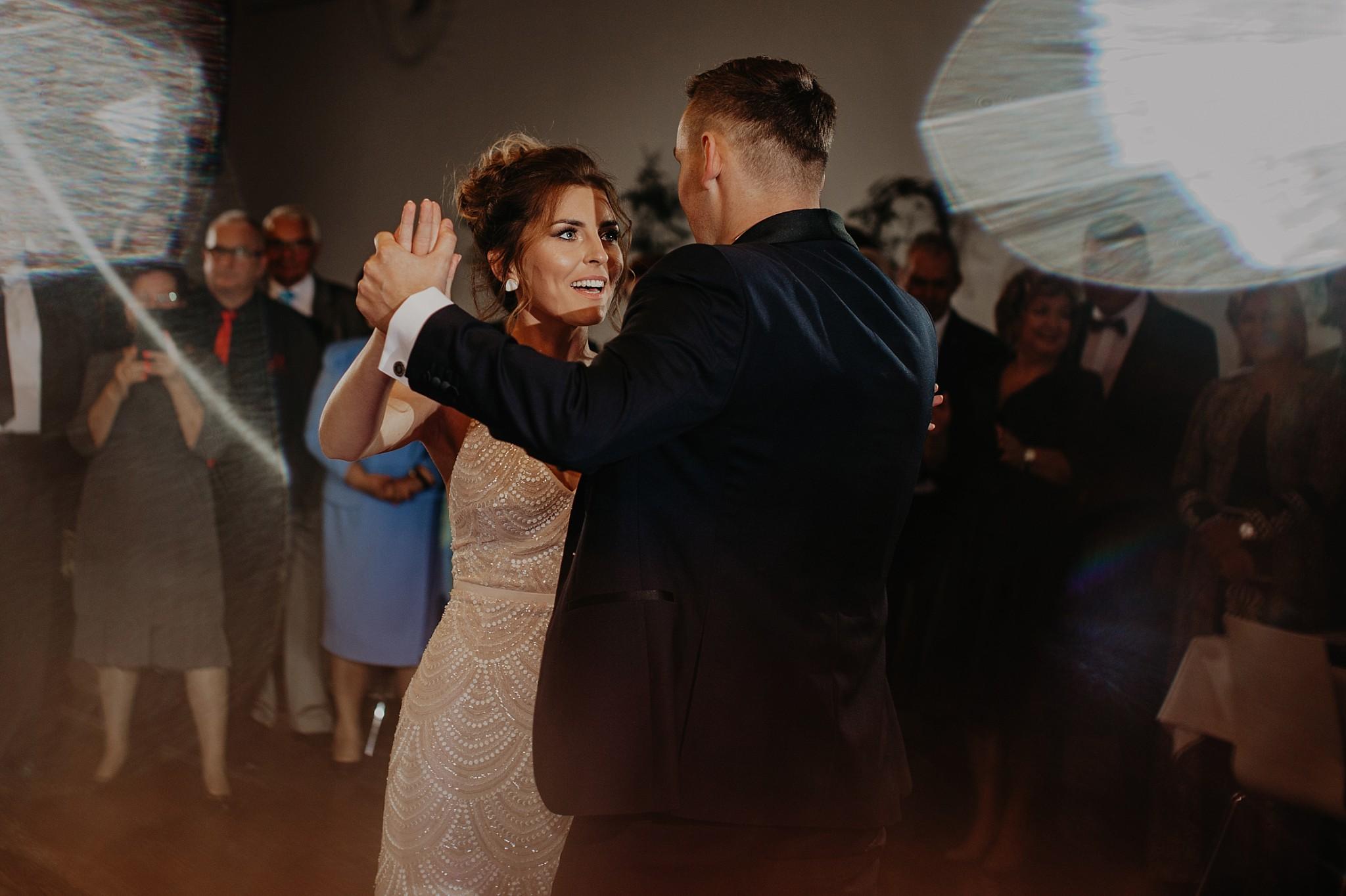 fotograf poznan wesele dobra truskawka piekne wesele pod poznaniem wesele w dobrej truskawce piekna para mloda slub marzen slub koronawirus slub listopad wesele koronawirus 309
