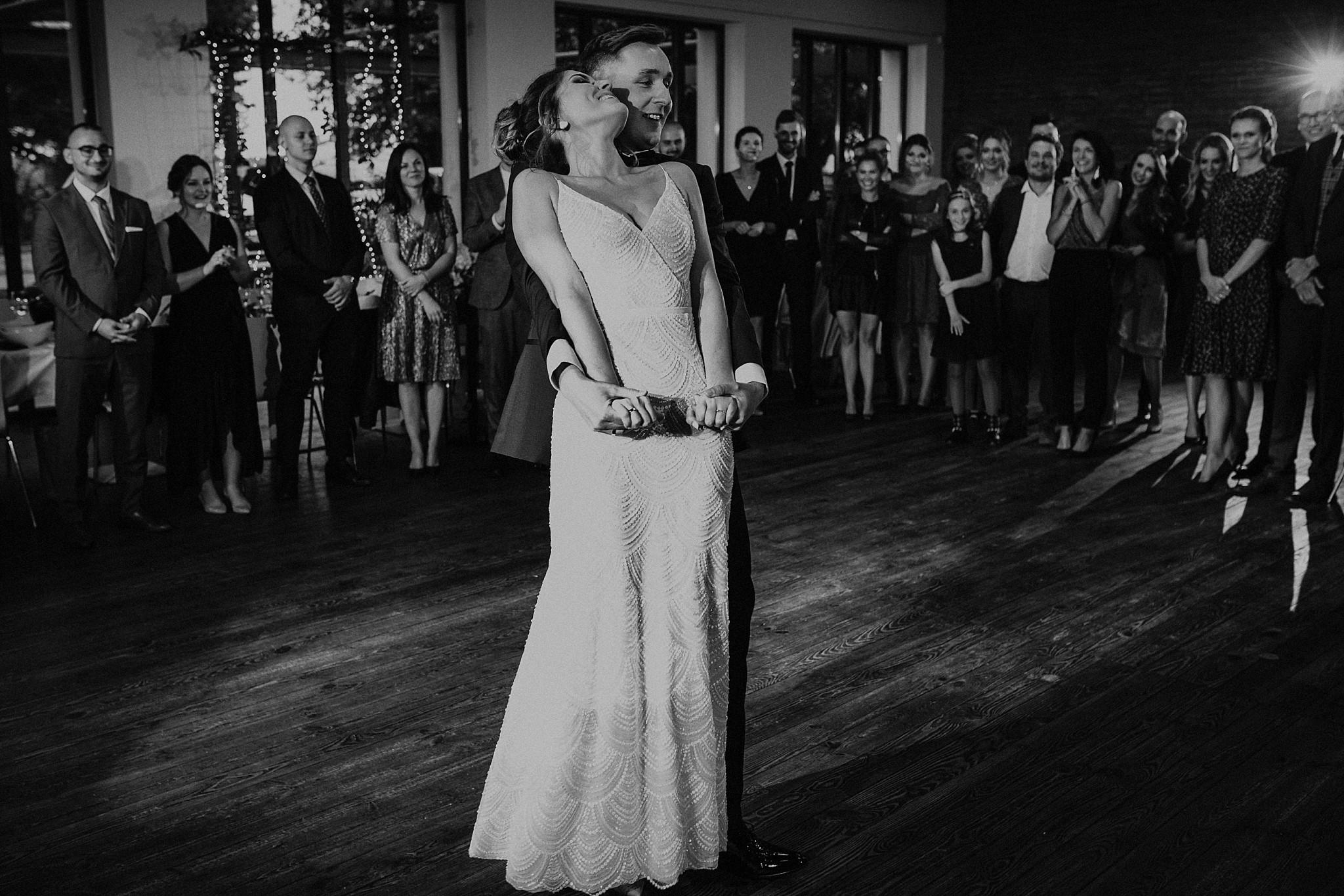 fotograf poznan wesele dobra truskawka piekne wesele pod poznaniem wesele w dobrej truskawce piekna para mloda slub marzen slub koronawirus slub listopad wesele koronawirus 310