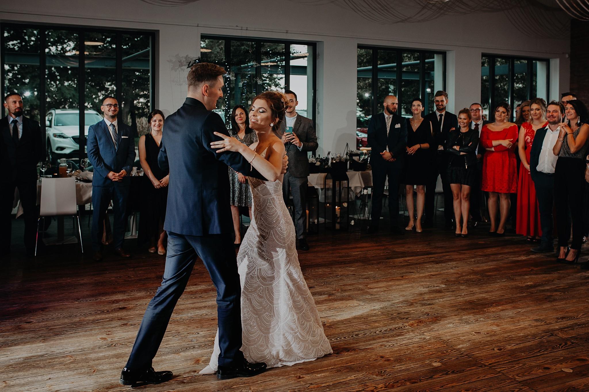 fotograf poznan wesele dobra truskawka piekne wesele pod poznaniem wesele w dobrej truskawce piekna para mloda slub marzen slub koronawirus slub listopad wesele koronawirus 316