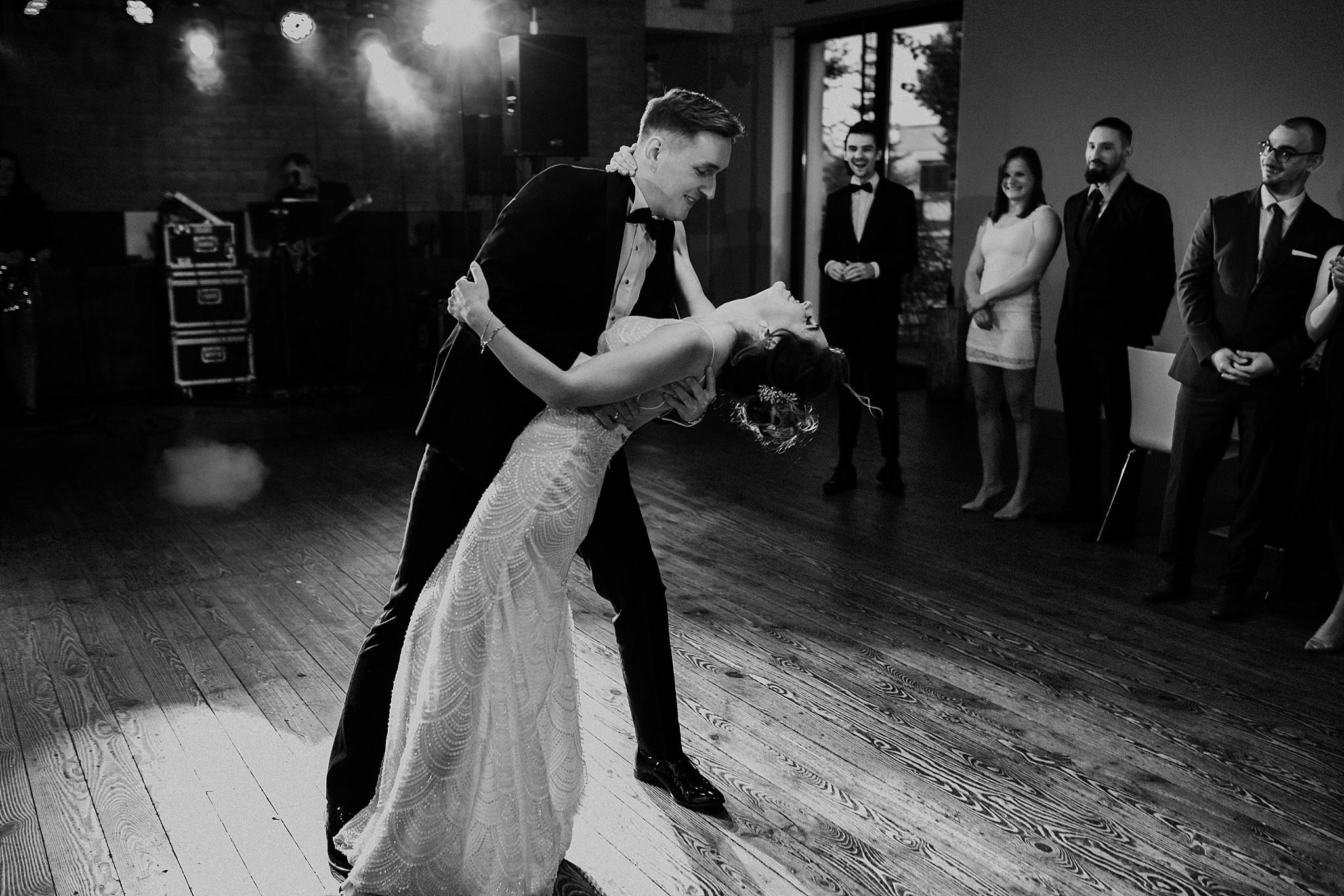 fotograf poznan wesele dobra truskawka piekne wesele pod poznaniem wesele w dobrej truskawce piekna para mloda slub marzen slub koronawirus slub listopad wesele koronawirus 317