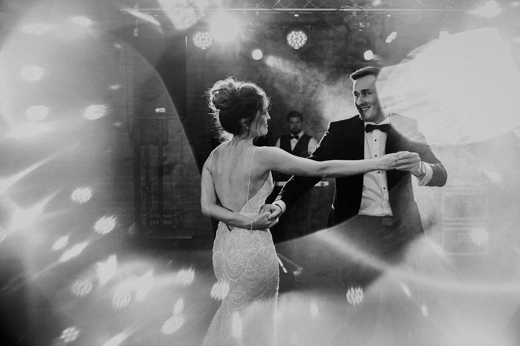 fotograf poznan wesele dobra truskawka piekne wesele pod poznaniem wesele w dobrej truskawce piekna para mloda slub marzen slub koronawirus slub listopad wesele koronawirus 320