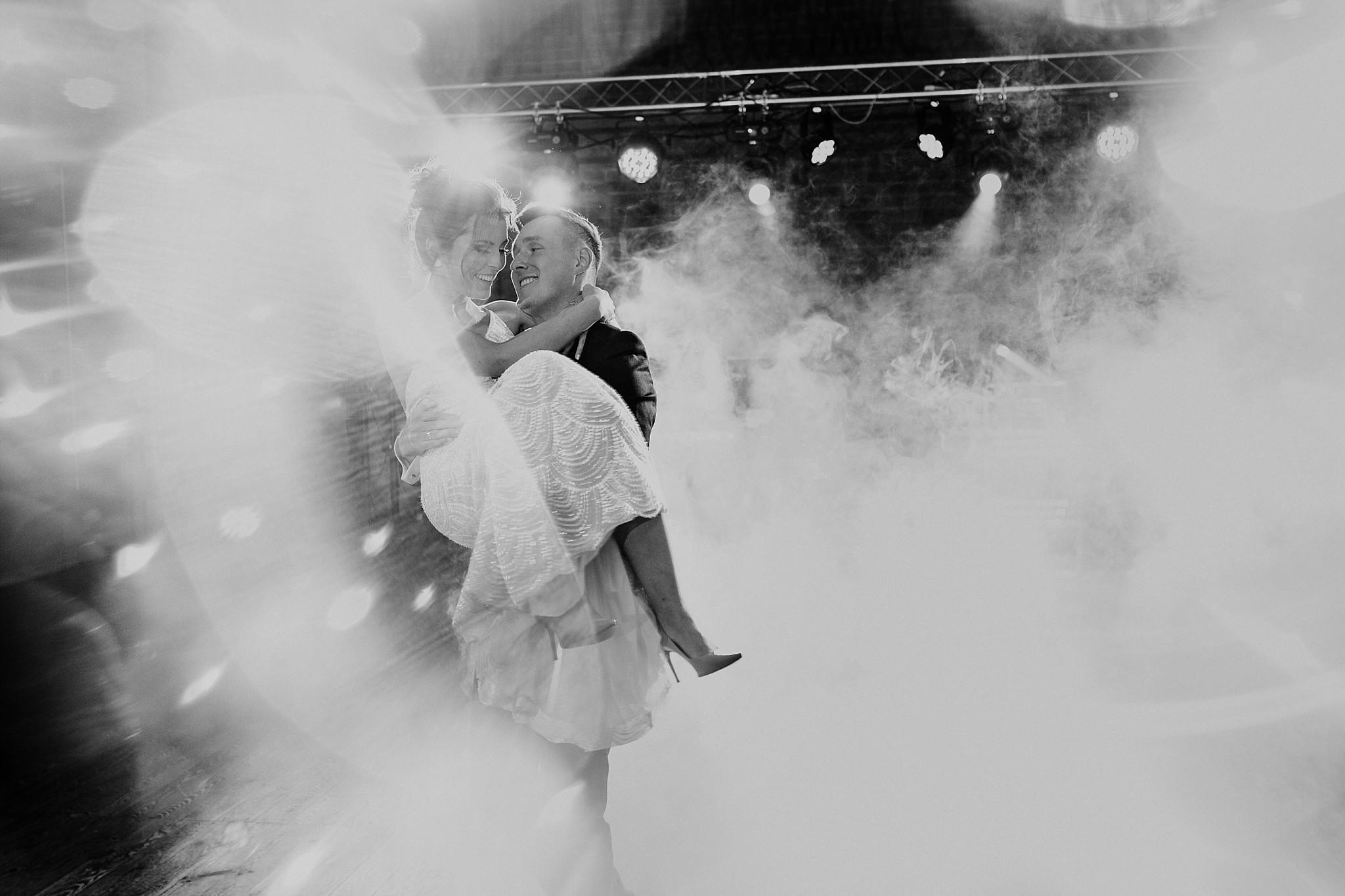 fotograf poznan wesele dobra truskawka piekne wesele pod poznaniem wesele w dobrej truskawce piekna para mloda slub marzen slub koronawirus slub listopad wesele koronawirus 322