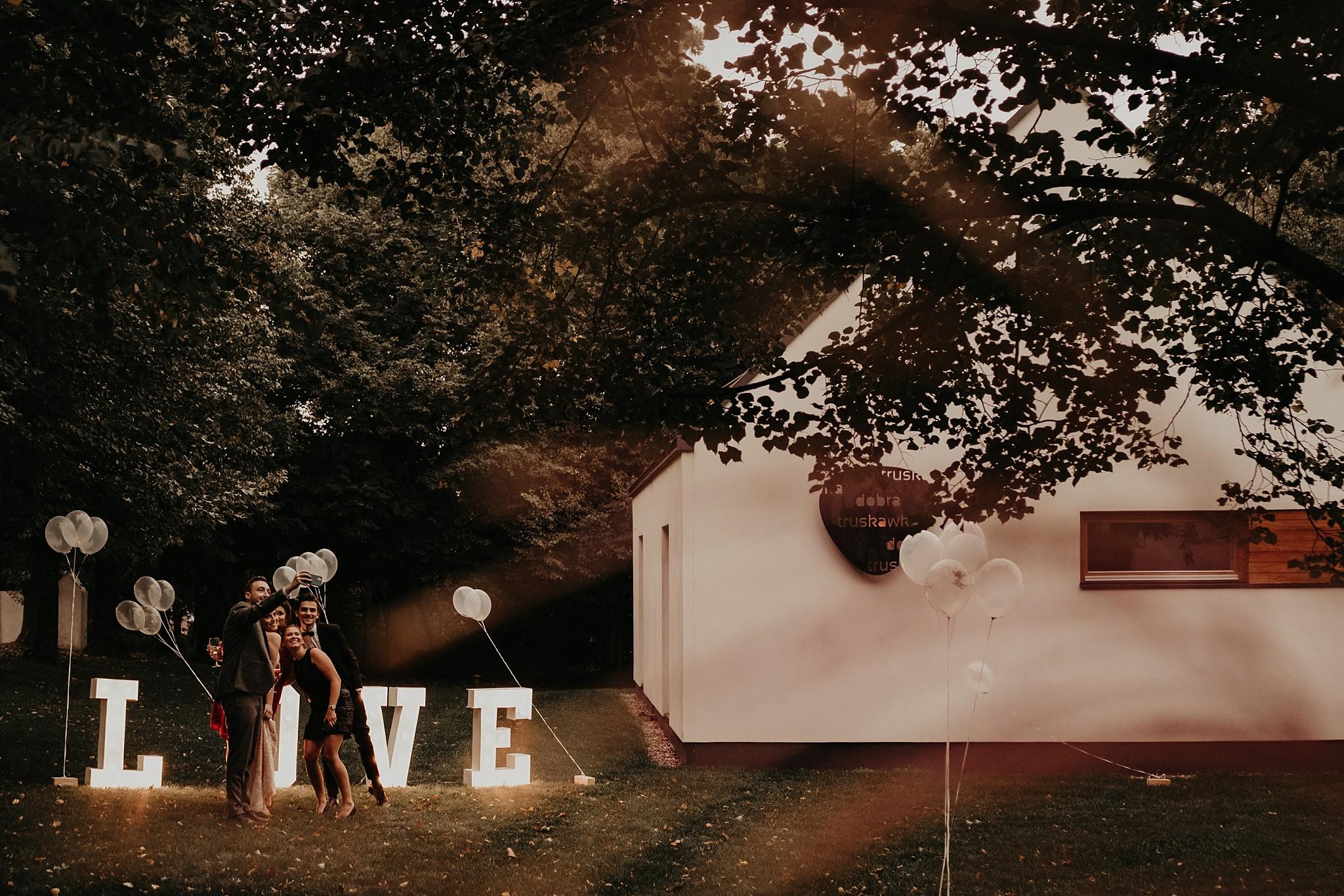 fotograf poznan wesele dobra truskawka piekne wesele pod poznaniem wesele w dobrej truskawce piekna para mloda slub marzen slub koronawirus slub listopad wesele koronawirus 336