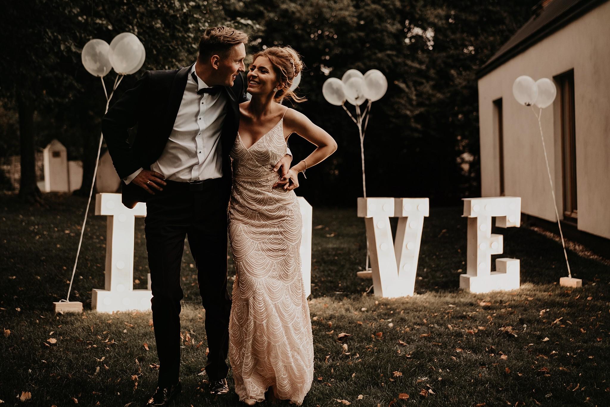 fotograf poznan wesele dobra truskawka piekne wesele pod poznaniem wesele w dobrej truskawce piekna para mloda slub marzen slub koronawirus slub listopad wesele koronawirus 353