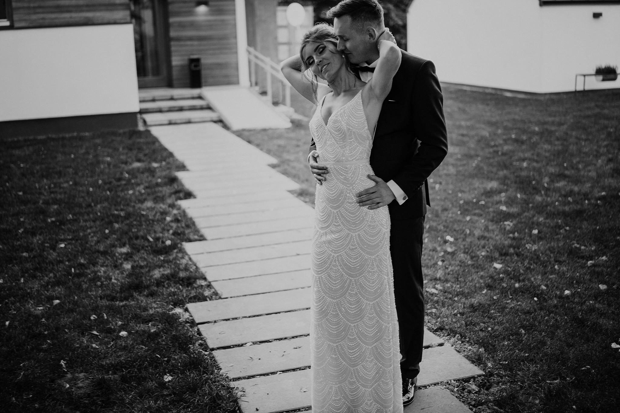 fotograf poznan wesele dobra truskawka piekne wesele pod poznaniem wesele w dobrej truskawce piekna para mloda slub marzen slub koronawirus slub listopad wesele koronawirus 372