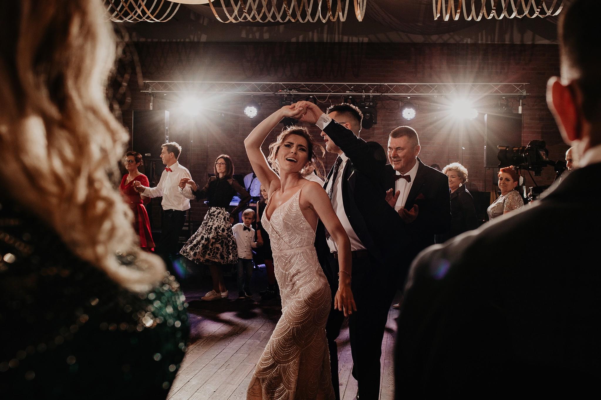 fotograf poznan wesele dobra truskawka piekne wesele pod poznaniem wesele w dobrej truskawce piekna para mloda slub marzen slub koronawirus slub listopad wesele koronawirus 389