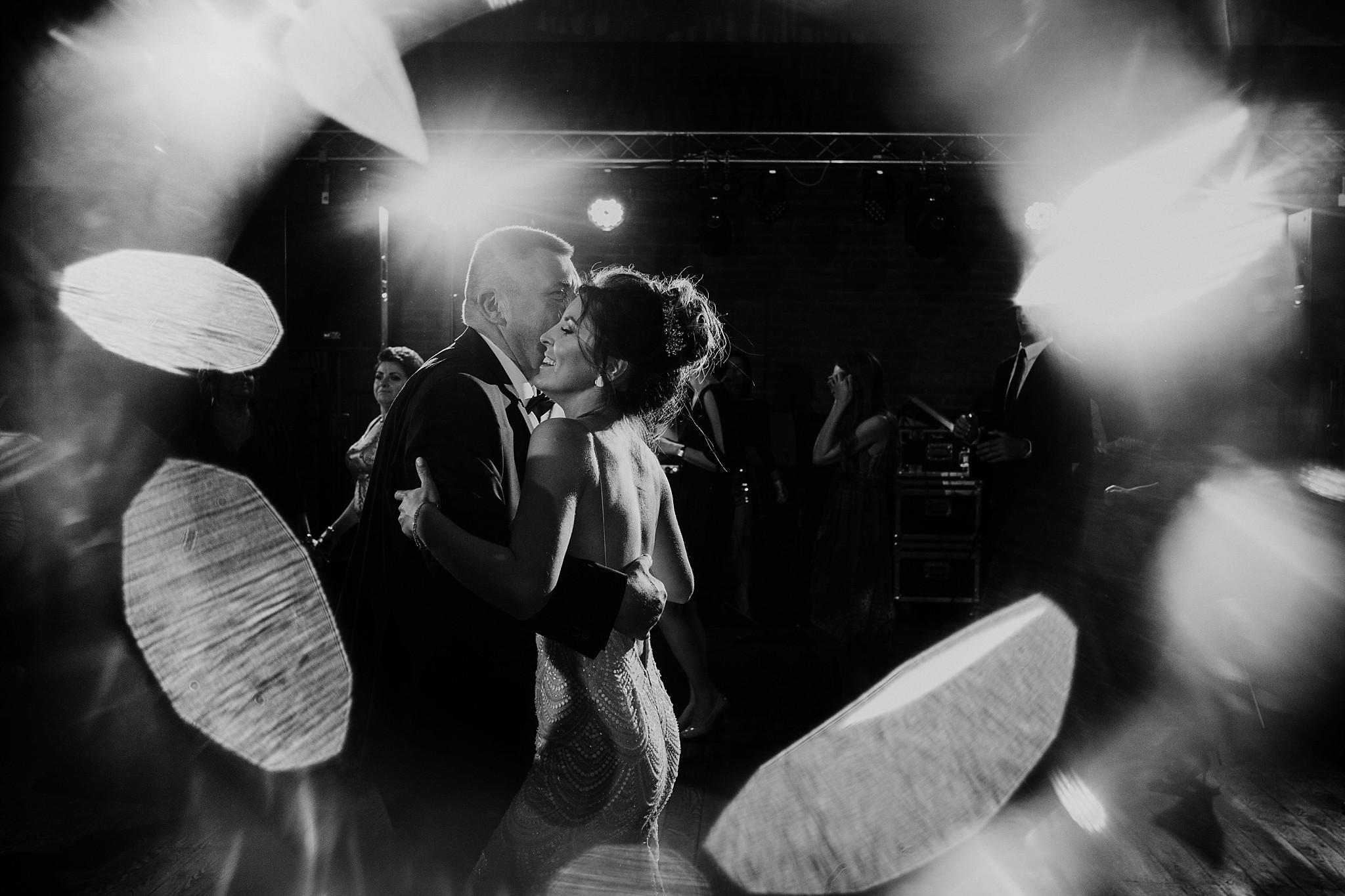 fotograf poznan wesele dobra truskawka piekne wesele pod poznaniem wesele w dobrej truskawce piekna para mloda slub marzen slub koronawirus slub listopad wesele koronawirus 391