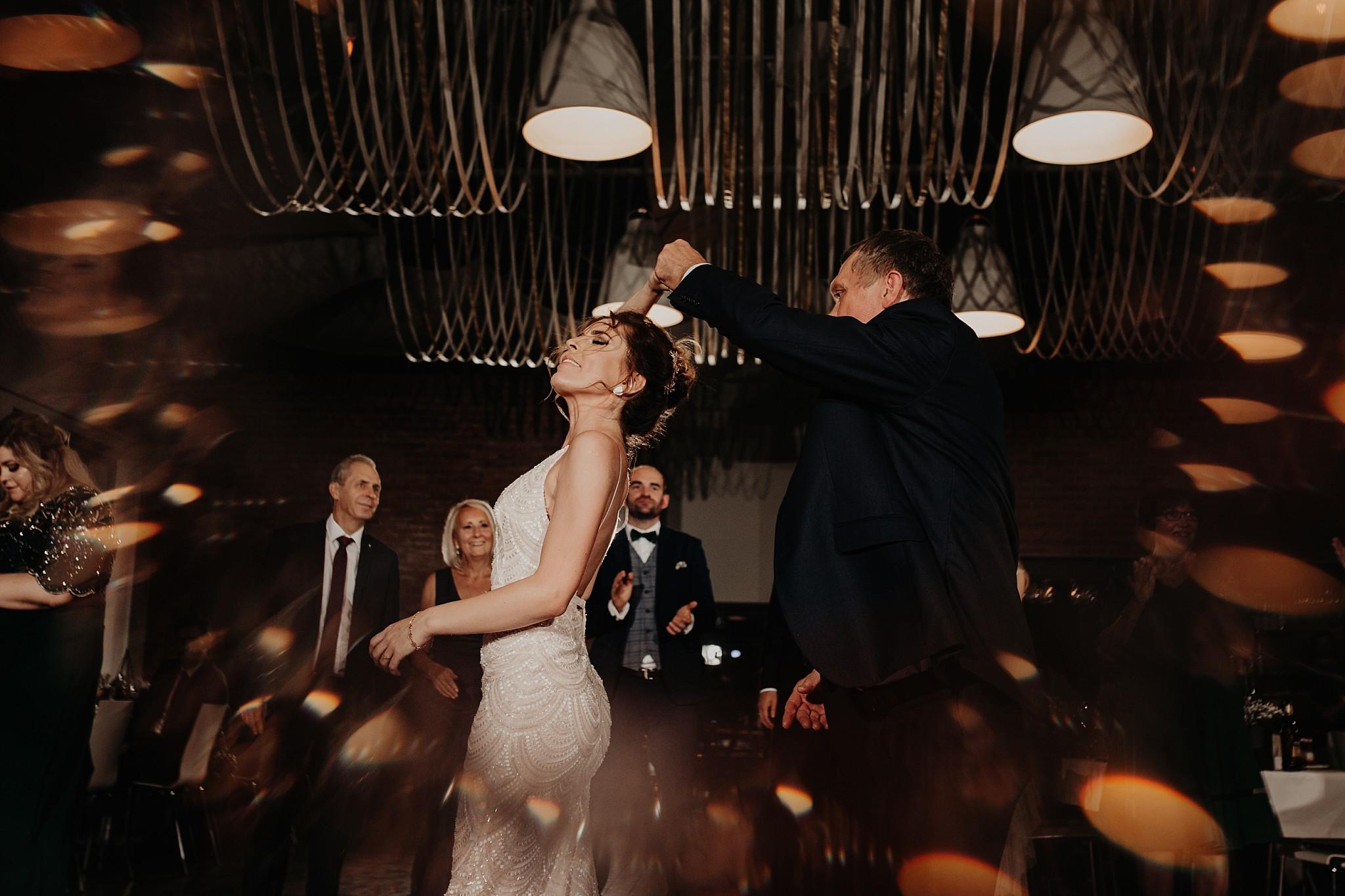 fotograf poznan wesele dobra truskawka piekne wesele pod poznaniem wesele w dobrej truskawce piekna para mloda slub marzen slub koronawirus slub listopad wesele koronawirus 395
