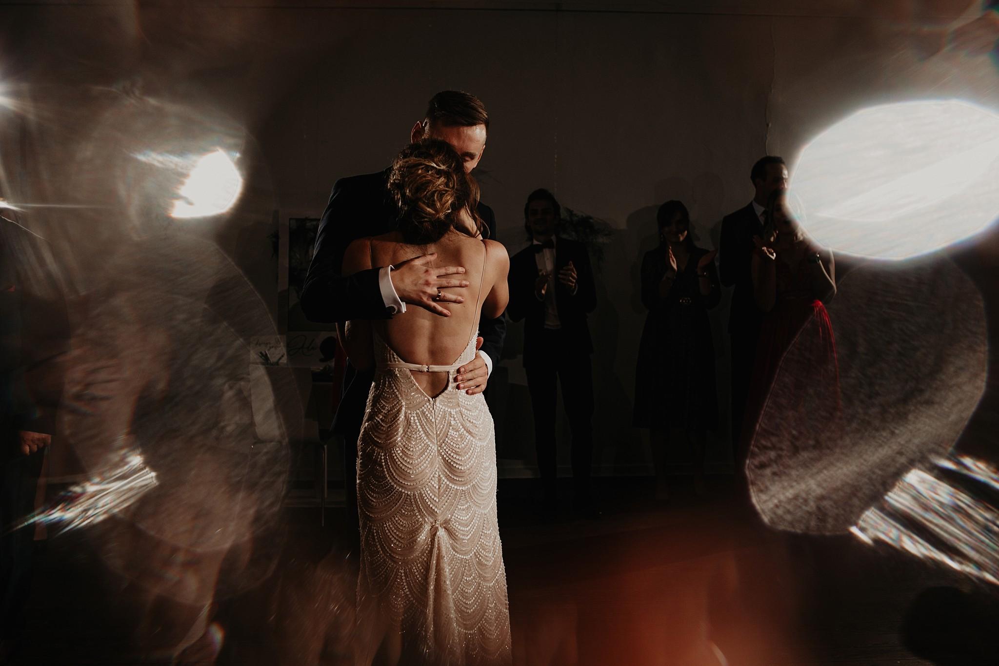 fotograf poznan wesele dobra truskawka piekne wesele pod poznaniem wesele w dobrej truskawce piekna para mloda slub marzen slub koronawirus slub listopad wesele koronawirus 396