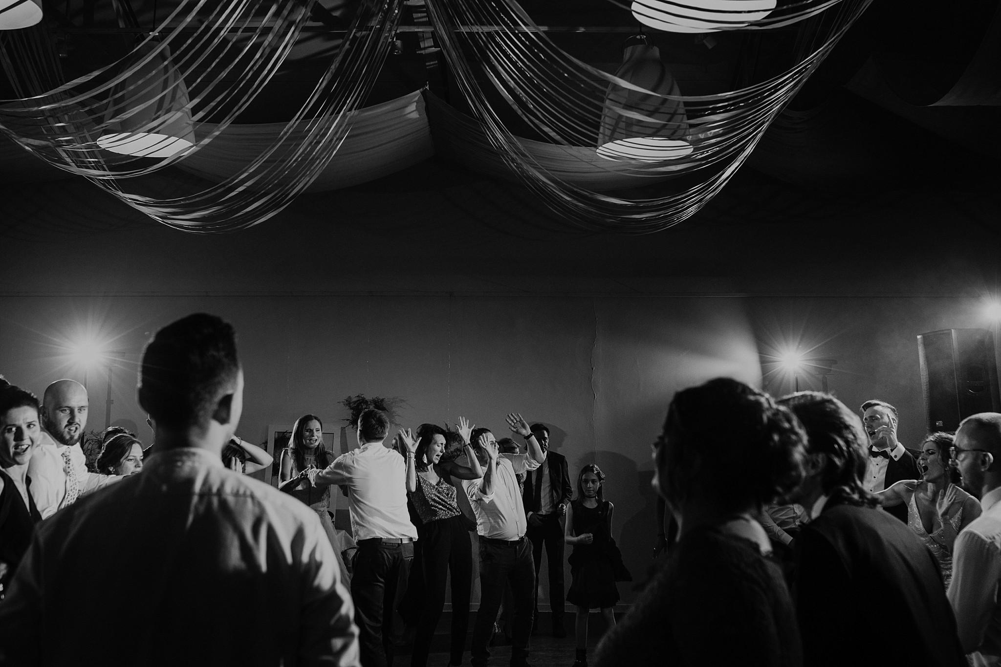fotograf poznan wesele dobra truskawka piekne wesele pod poznaniem wesele w dobrej truskawce piekna para mloda slub marzen slub koronawirus slub listopad wesele koronawirus 420