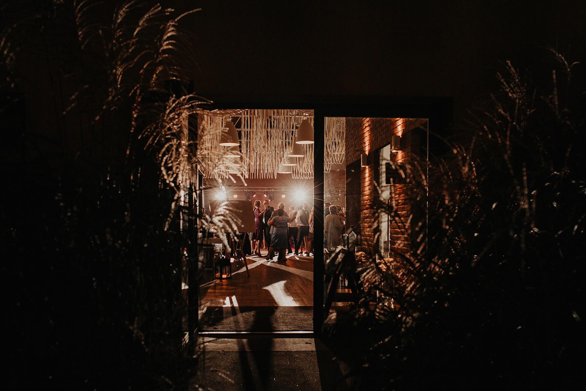 fotograf poznan wesele dobra truskawka piekne wesele pod poznaniem wesele w dobrej truskawce piekna para mloda slub marzen slub koronawirus slub listopad wesele koronawirus 421