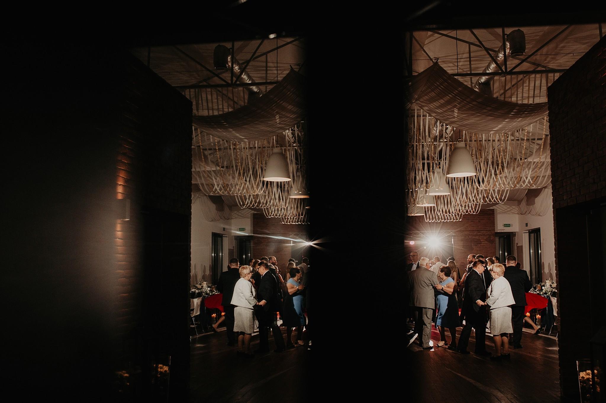 fotograf poznan wesele dobra truskawka piekne wesele pod poznaniem wesele w dobrej truskawce piekna para mloda slub marzen slub koronawirus slub listopad wesele koronawirus 422
