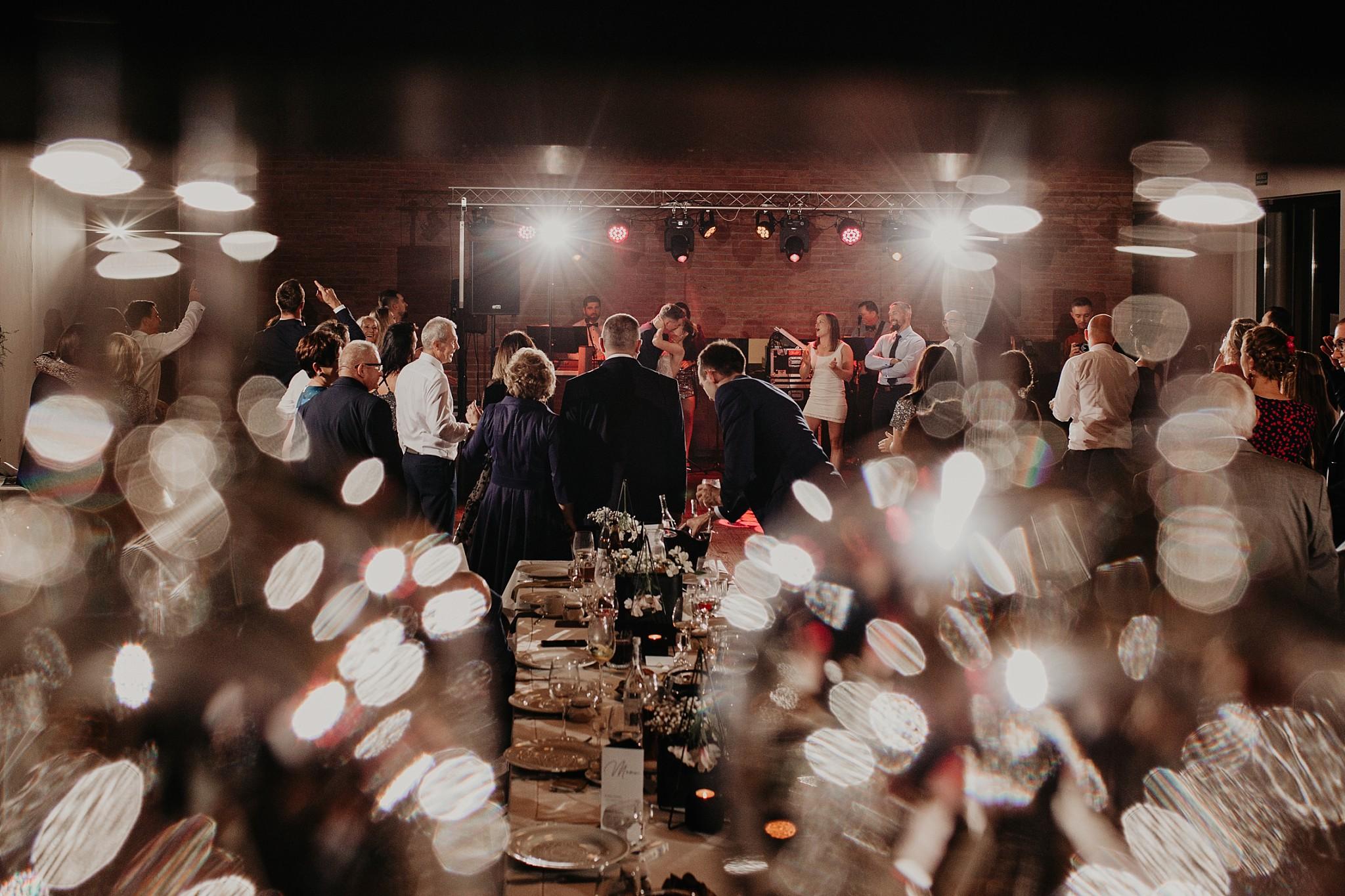 fotograf poznan wesele dobra truskawka piekne wesele pod poznaniem wesele w dobrej truskawce piekna para mloda slub marzen slub koronawirus slub listopad wesele koronawirus 423