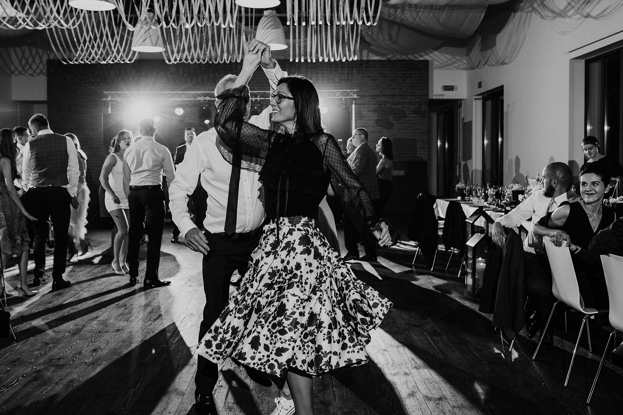 fotograf poznan wesele dobra truskawka piekne wesele pod poznaniem wesele w dobrej truskawce piekna para mloda slub marzen slub koronawirus slub listopad wesele koronawirus 425