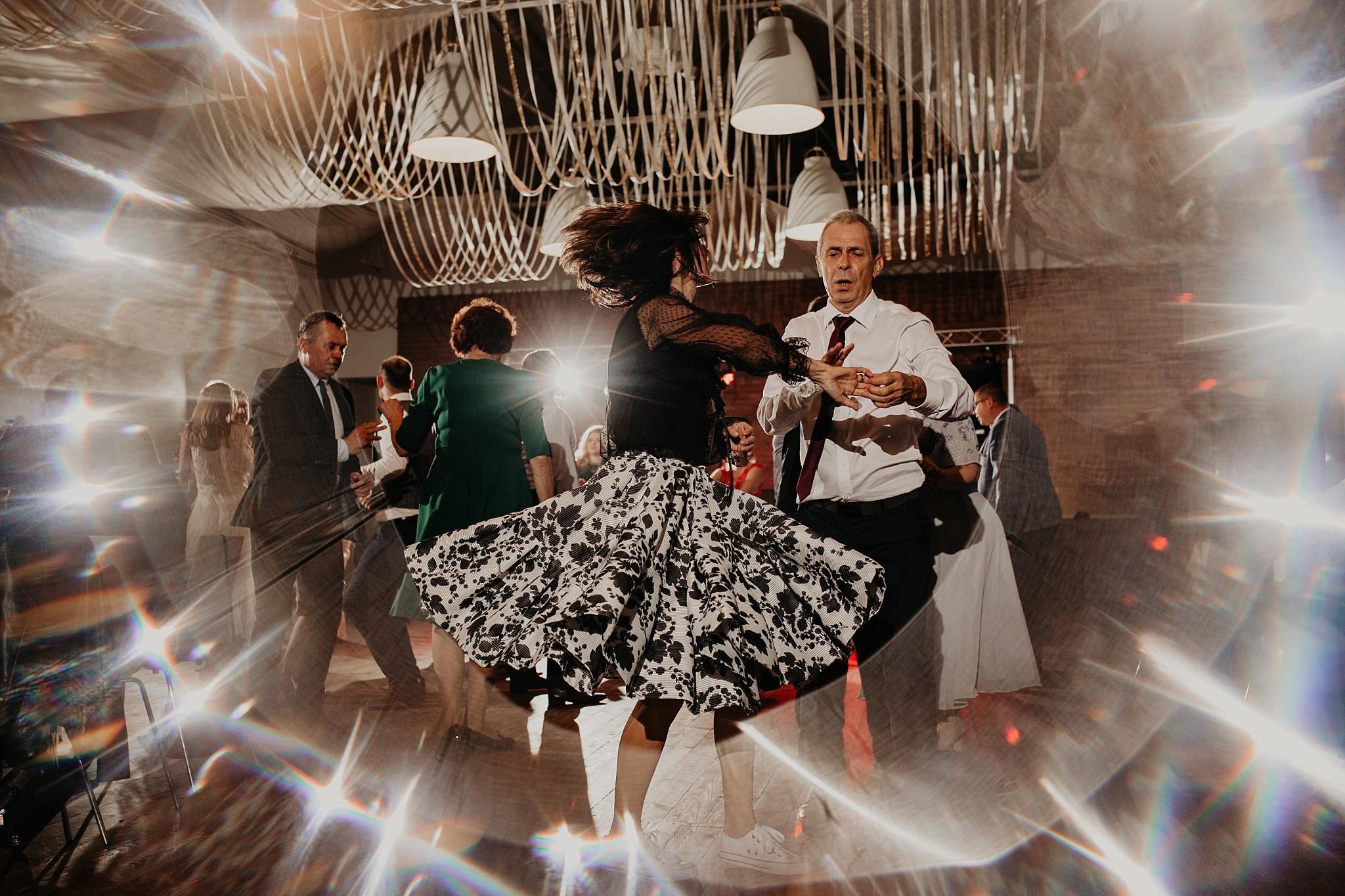 fotograf poznan wesele dobra truskawka piekne wesele pod poznaniem wesele w dobrej truskawce piekna para mloda slub marzen slub koronawirus slub listopad wesele koronawirus 426