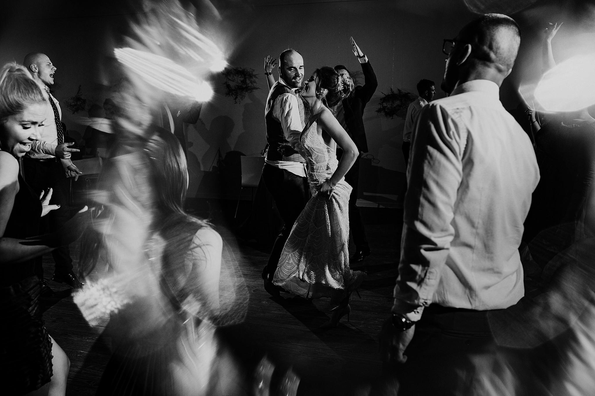 fotograf poznan wesele dobra truskawka piekne wesele pod poznaniem wesele w dobrej truskawce piekna para mloda slub marzen slub koronawirus slub listopad wesele koronawirus 430