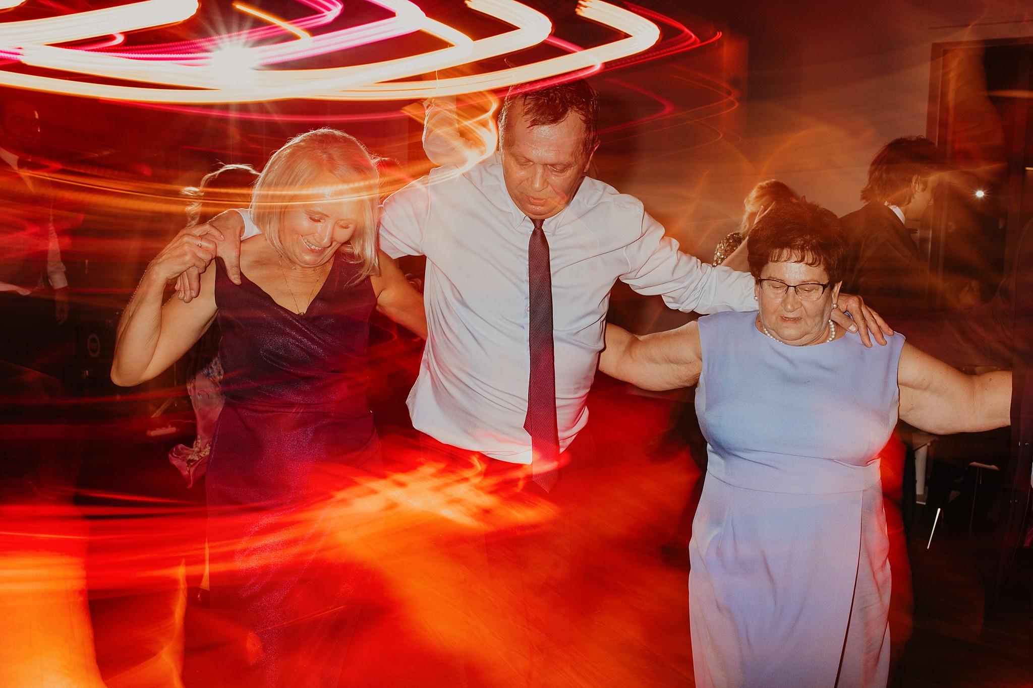 fotograf poznan wesele dobra truskawka piekne wesele pod poznaniem wesele w dobrej truskawce piekna para mloda slub marzen slub koronawirus slub listopad wesele koronawirus 434